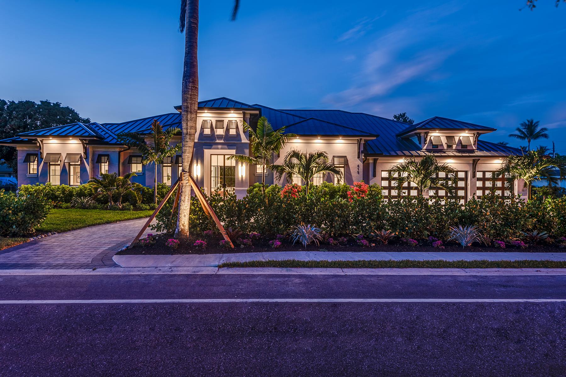 Single Family Homes 용 매매 에 NAPLES - MOORINGS 615 Harbour Drive 나폴리, 플로리다 34103 미국