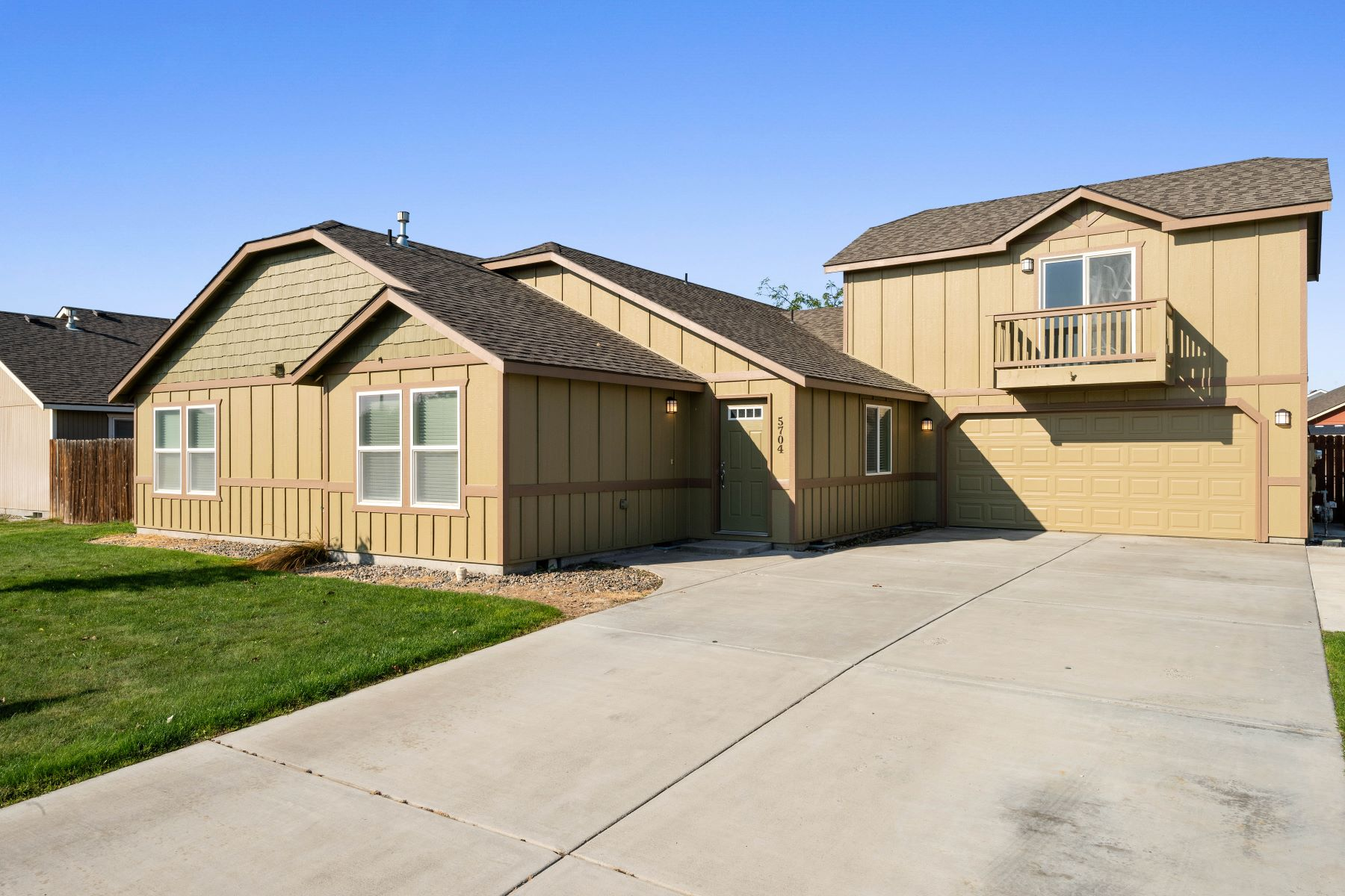Single Family Homes for Sale at If you want a home that allows you to just move in, you are home! 5704 Robert Wayne Drive Pasco, Washington 99301 United States