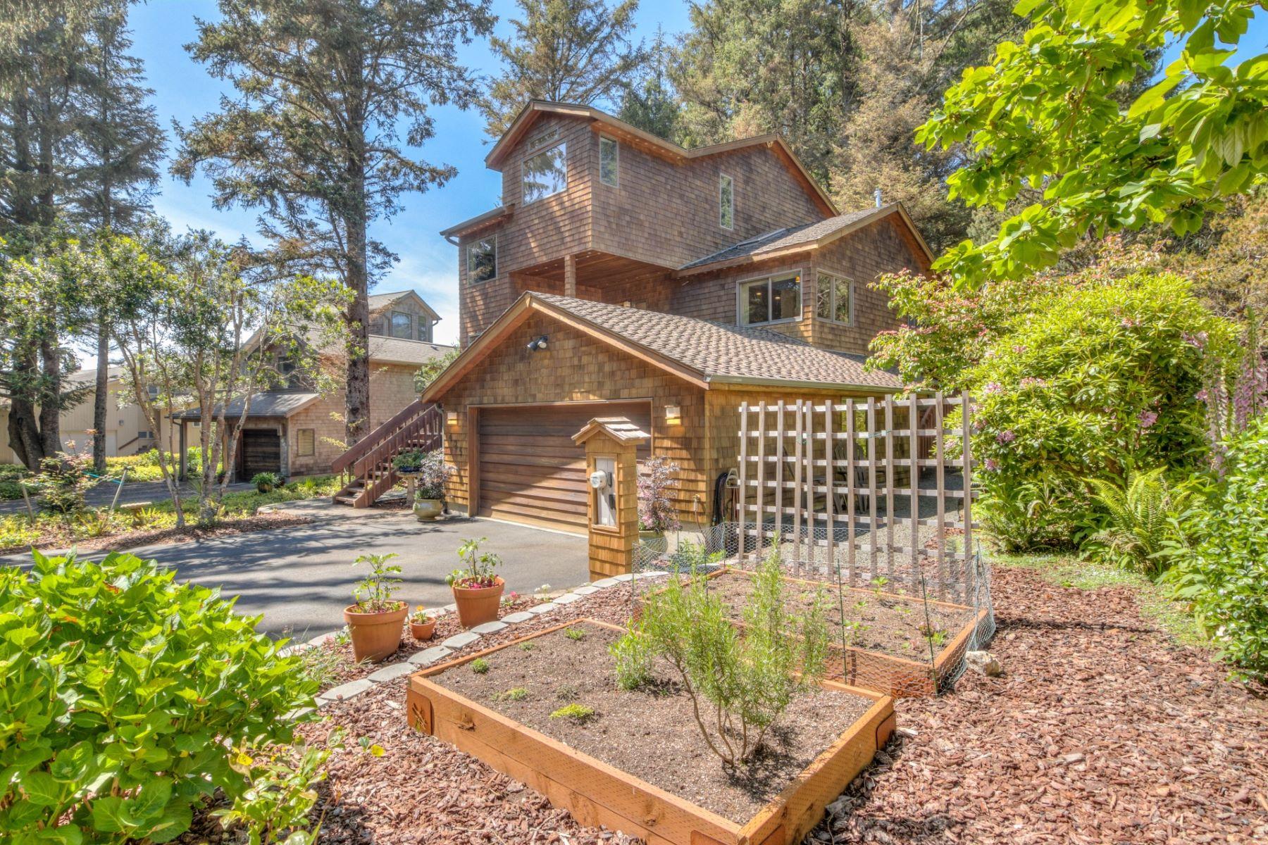 Single Family Homes pour l Vente à Little Whale Cove Home 425 SW Spindrift, Depoe Bay, Oregon 97341 États-Unis