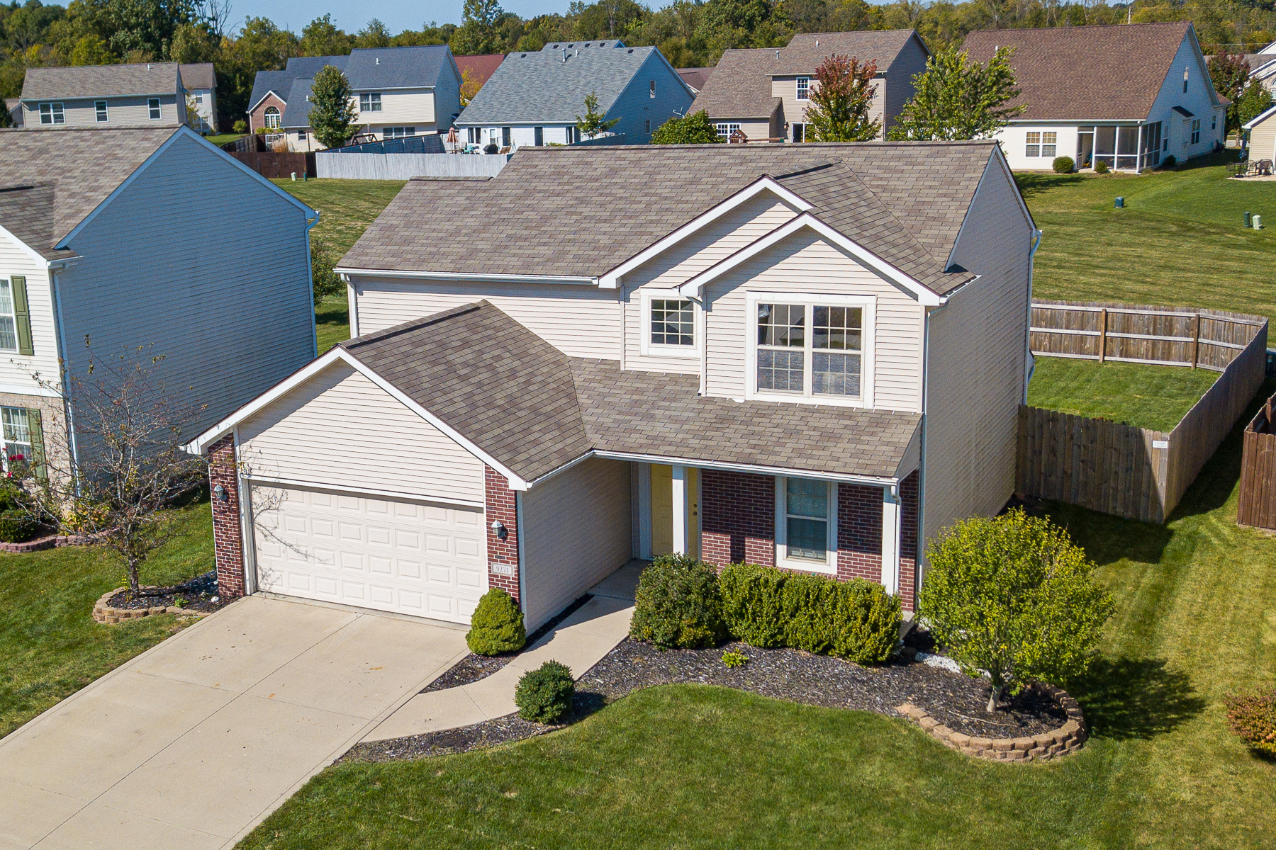Single Family Homes 为 销售 在 Two-Story w/ Large Fenced-In Backyard 9221 Madina Parkway Fort Wayne, 印第安纳州 46825 美国