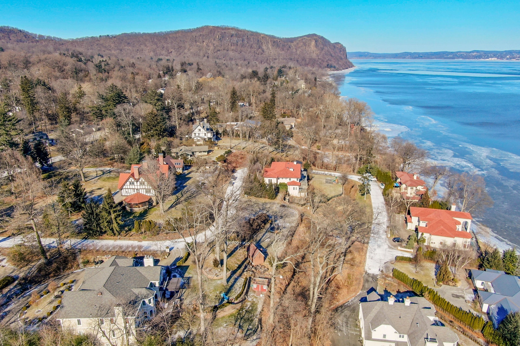 Single Family Homes 為 出售 在 Overlooking the Hudson 2 Tompkins Court, Upper Nyack, 纽约 10960 美國
