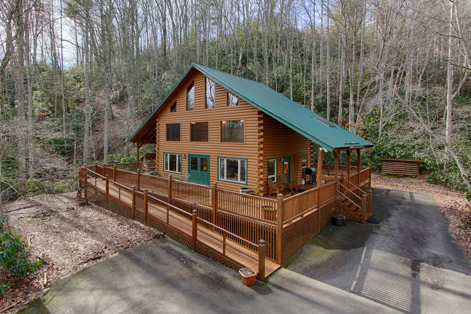 Single Family Home for Sale at Private Creekside Chalet 268A Moreland Drive Butler, Tennessee 37640 United States
