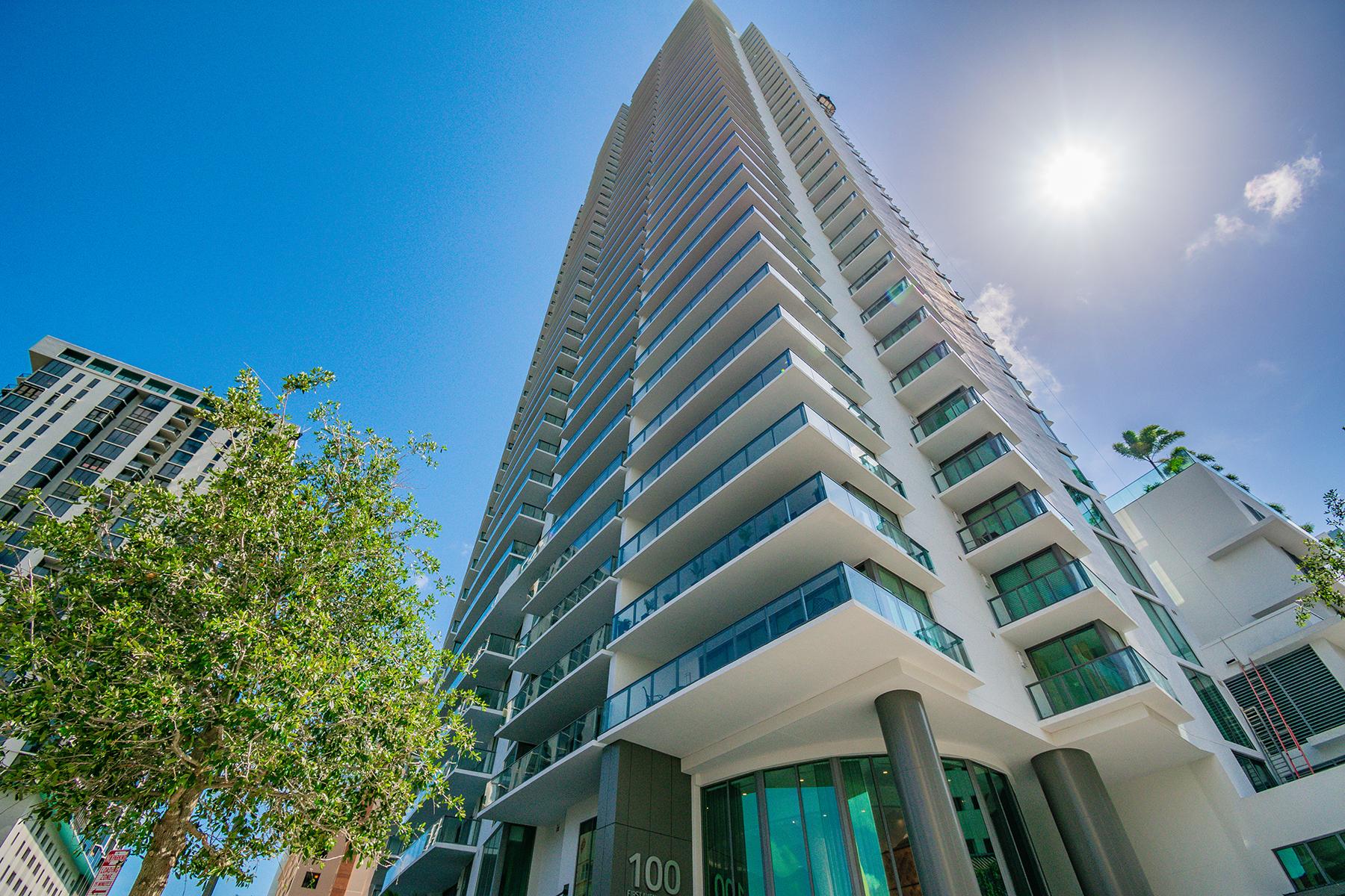 Condominiums para Venda às ST. PETERSBURG 100 1st Ave N , 3002, St. Petersburg, Florida 33701 Estados Unidos