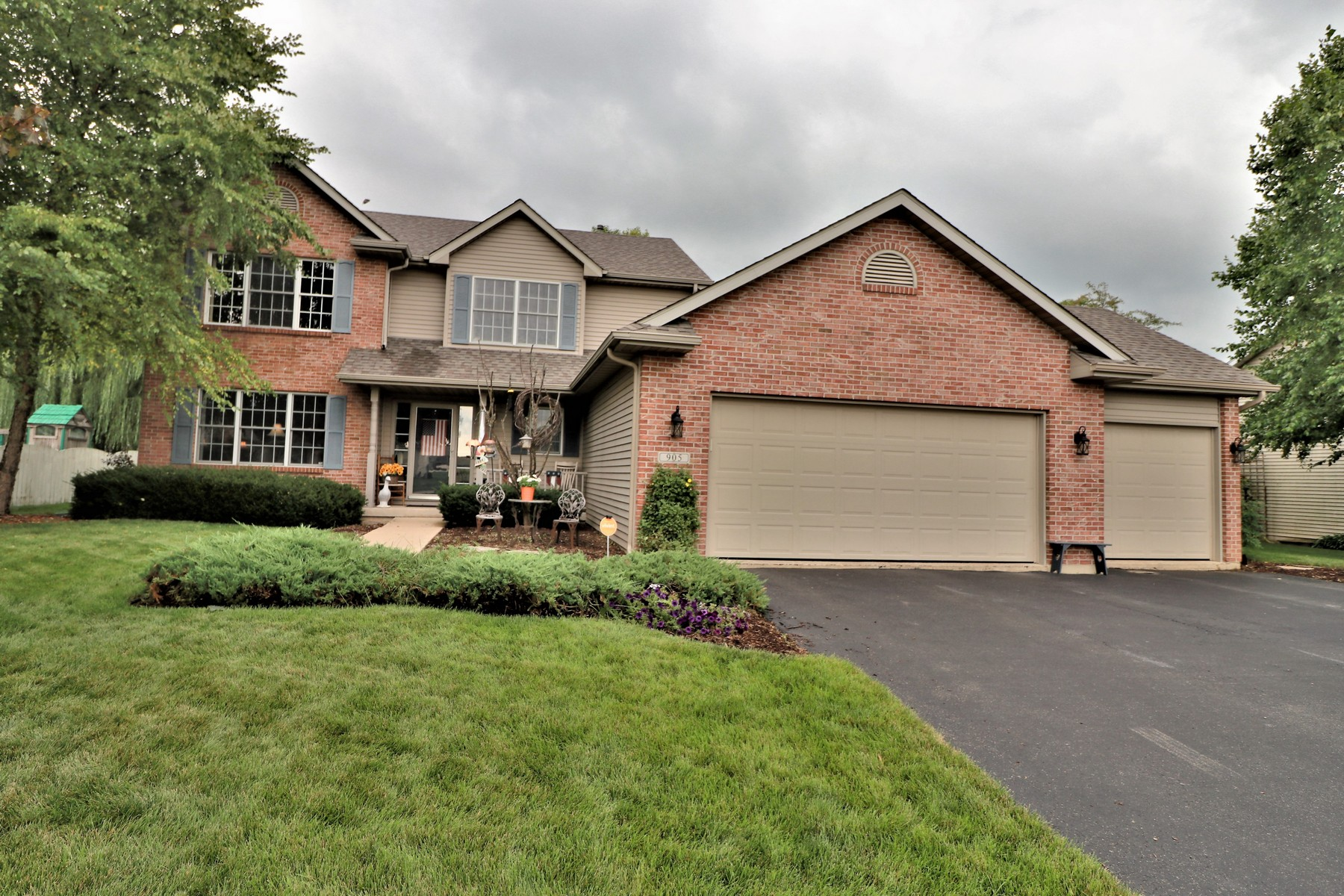 Single Family Home for Active at Stunning two story 905 Taylor Ridge Belvidere, Illinois 61008 United States