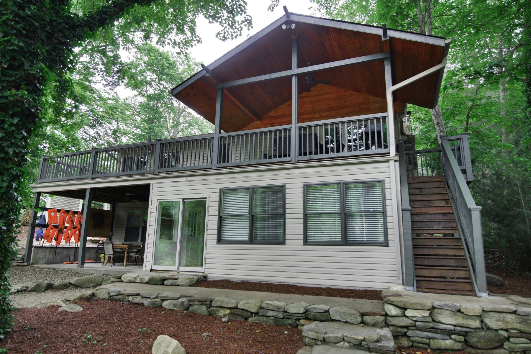 Villa per Vendita alle ore Cottage Walk 1805 Buffalo Creek Road Lake Lure, Carolina Del Nord, 28746 Stati Uniti