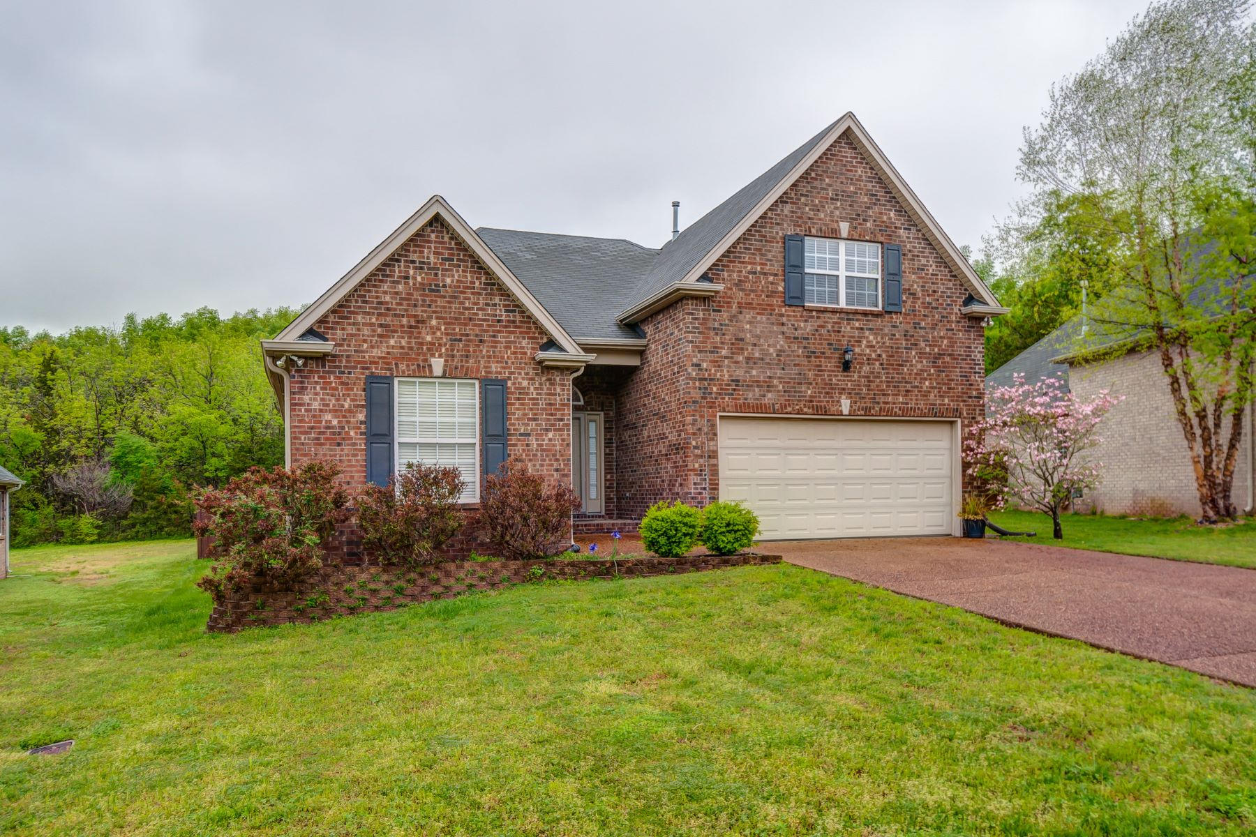 Single Family Homes 용 매매 에 A Must See! Beautiful One Level Home! 5019 Bunker Ln, Smyrna, 테네시 37167 미국