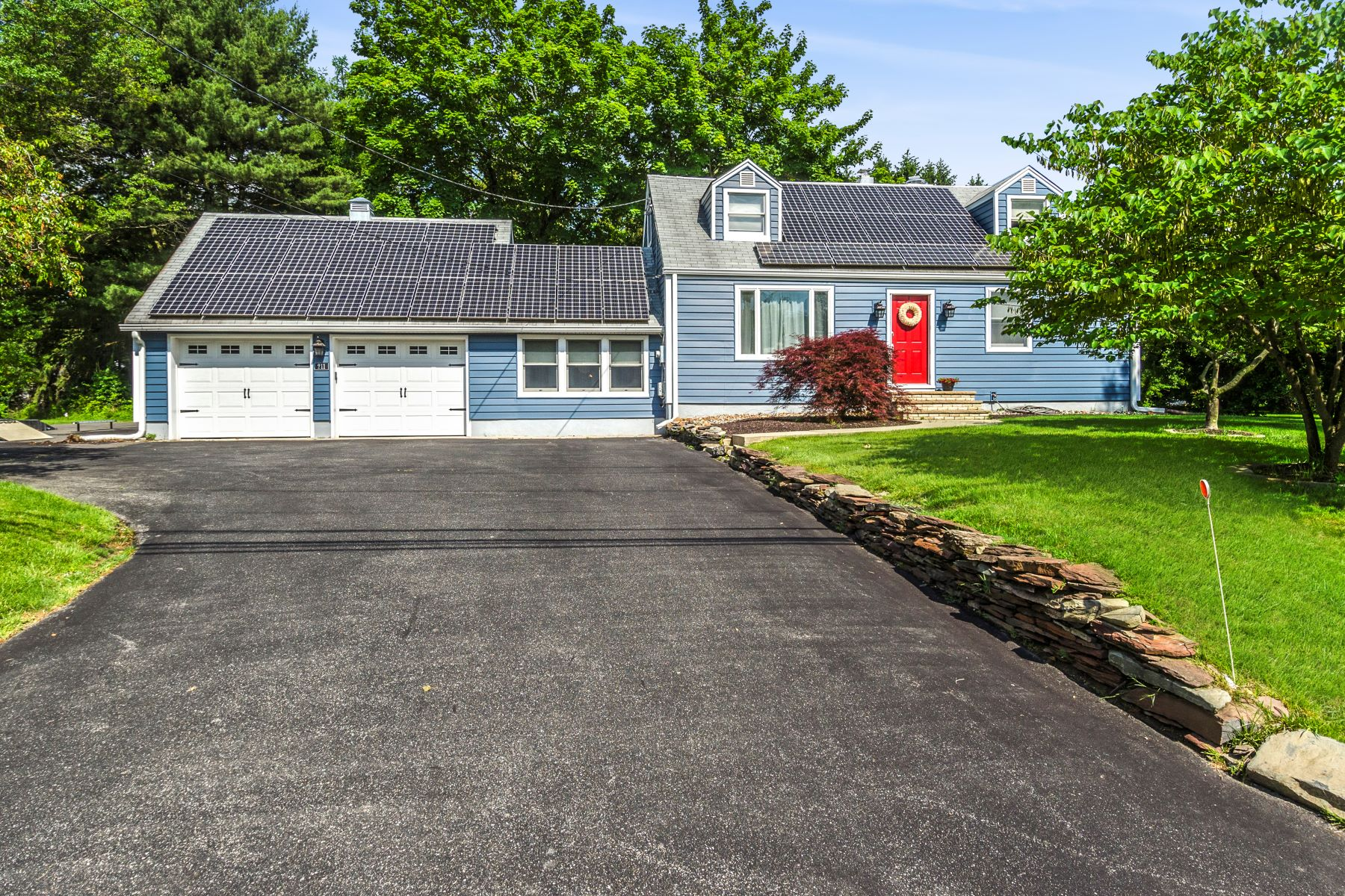 Property vì Bán tại Ownership Comes Easy in this West Windsor Township Cape 211 Southfield Road, Princeton Junction, New Jersey 08550 Hoa Kỳ