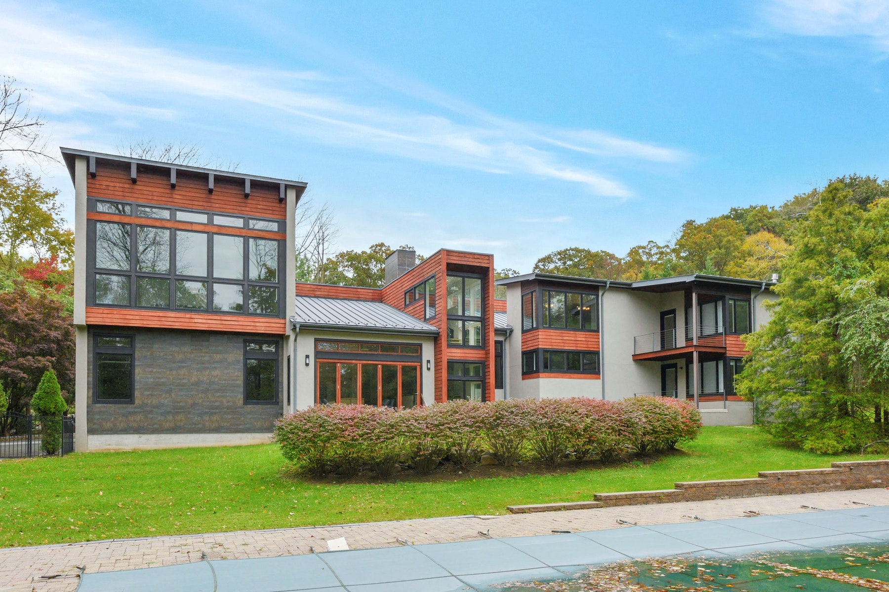 Maison unifamiliale pour l Vente à Custom Built Contemporary 3 Fox Hedge Rd Saddle River, New Jersey 07458 États-Unis