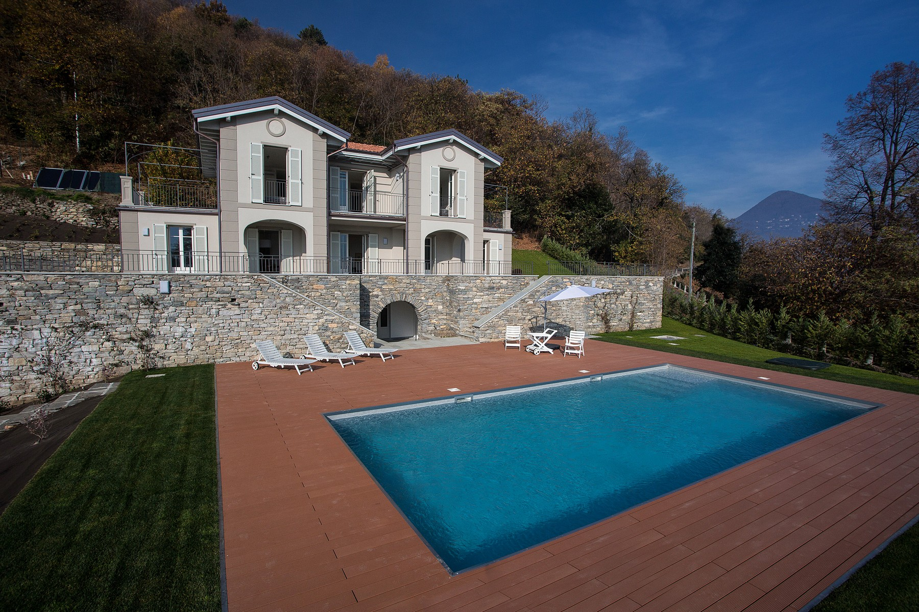 Einfamilienhaus für Verkauf beim Elegan villa with views over Lake Maggiore Via al Monterosso Other Verbano Cusio Ossola, Verbano Cusio Ossola 28921 Italien