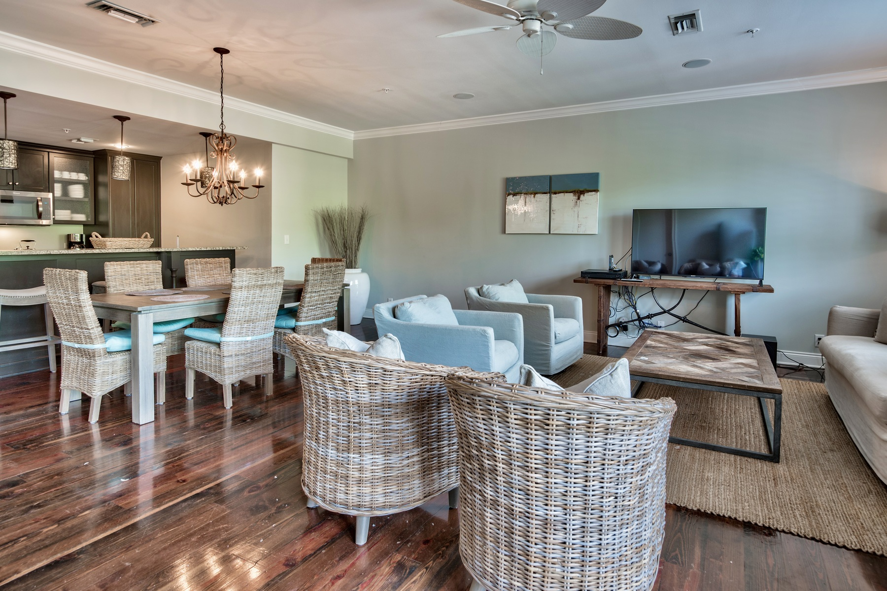 Condominio por un Venta en CHARMING BEACH CONDO WITH MODERN TOUCHES AND NATURAL TEXTURES 34 N Barrett Square 2B Rosemary Beach, Florida, 32461 Estados Unidos