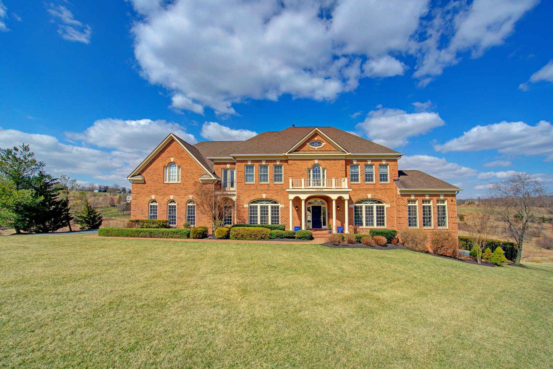 Single Family Home for Sale at Modern Colonial 17285 Count Turf Place Leesburg, Virginia 20176 United States