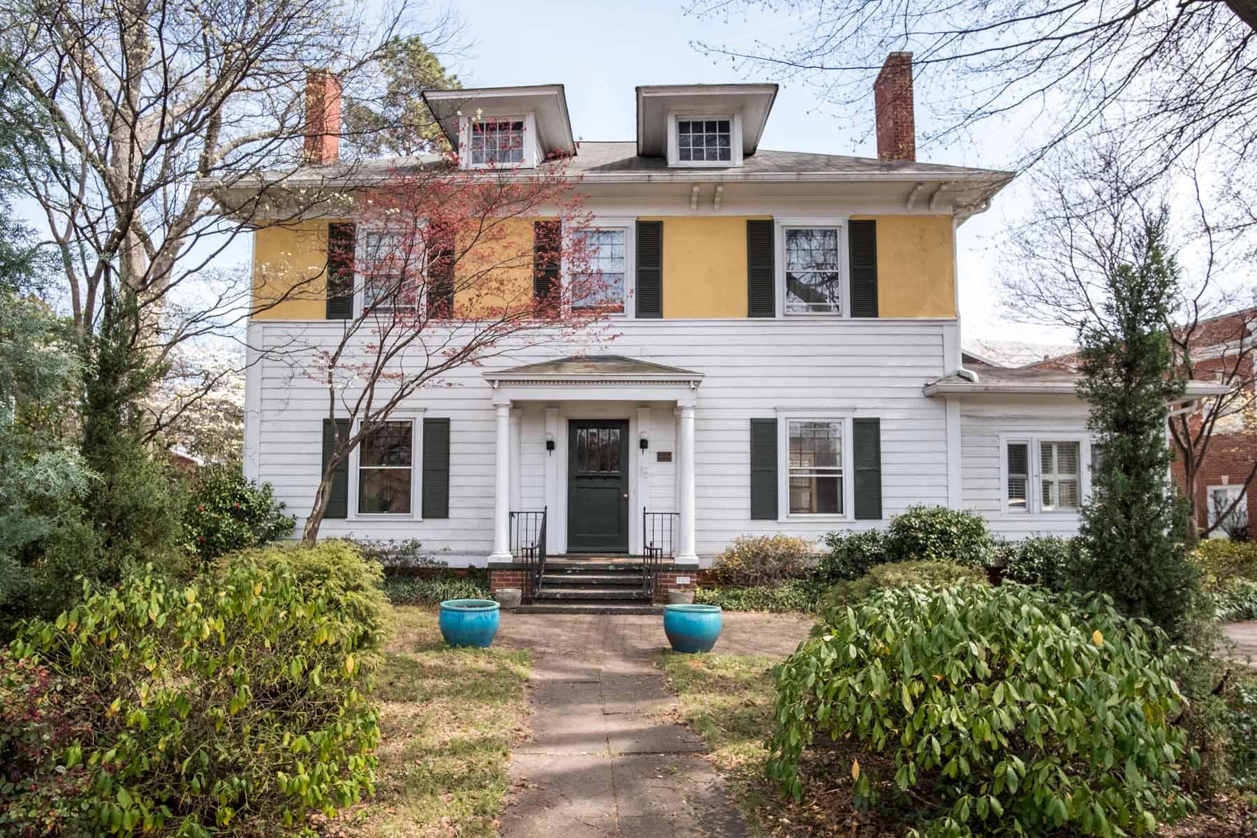 Vivienda unifamiliar por un Venta en Rare Find - 1916 Colonial Craftsman in Historic College Park 3578 E Main Street College Park, Georgia, 30337 Estados Unidos