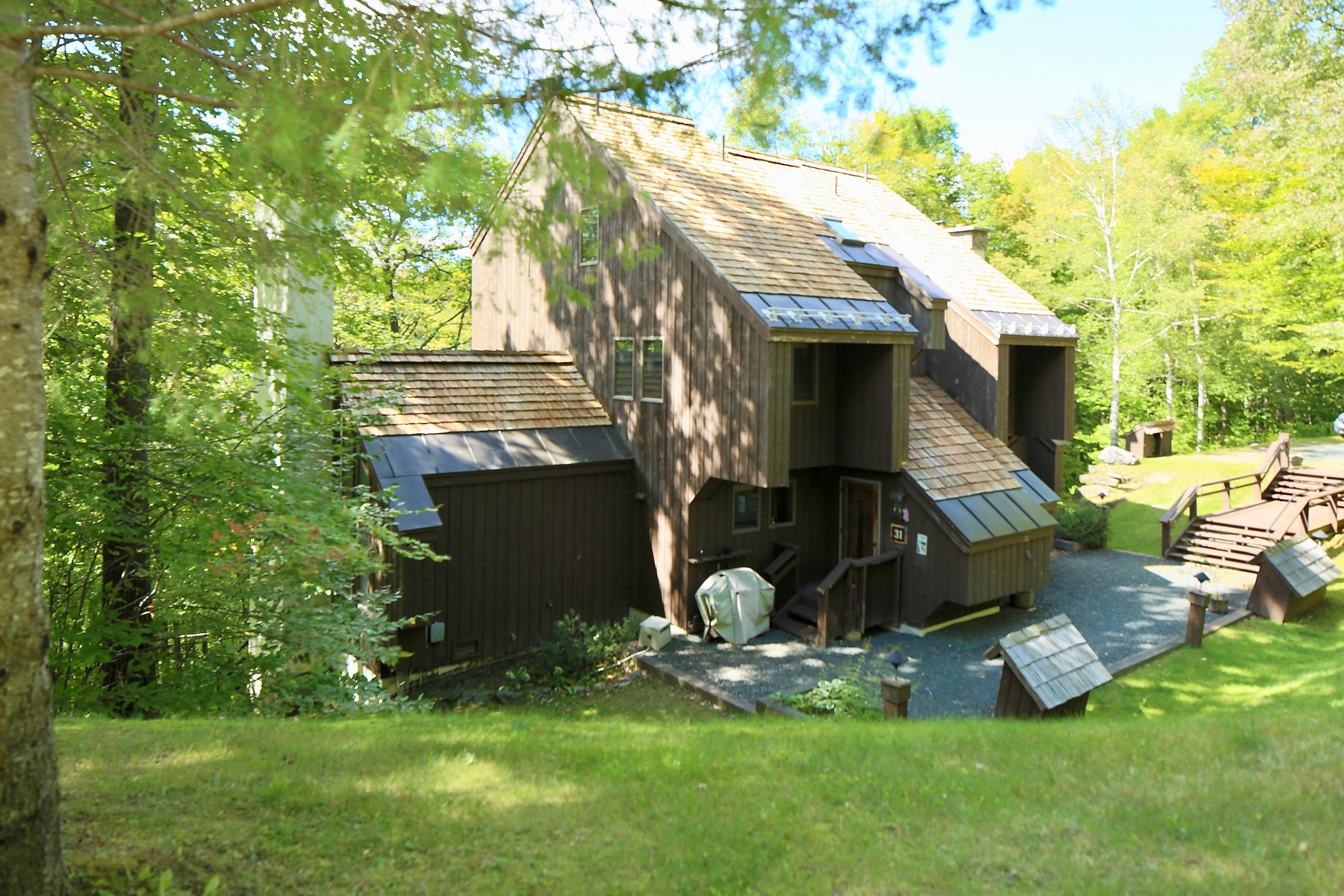 Condominiums for Sale at Spacious Four-Level Townhouse 1174 East Ash Rd L-31 Plymouth, Vermont 05056 United States