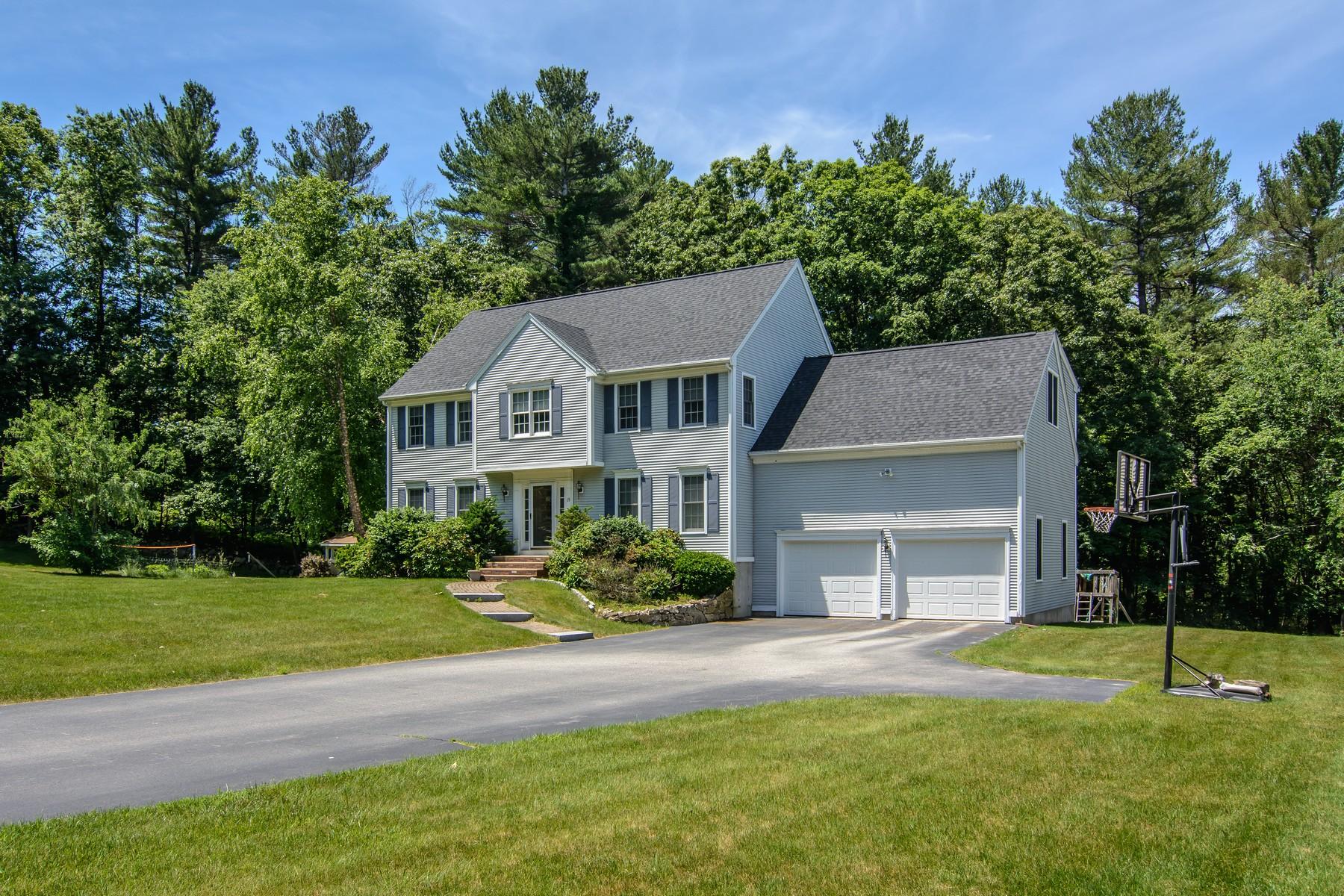 Casa para uma família para Venda às Inviting Colonial On Scenic Street 19 Belknap Street, Westborough, Massachusetts, 01581 Estados Unidos