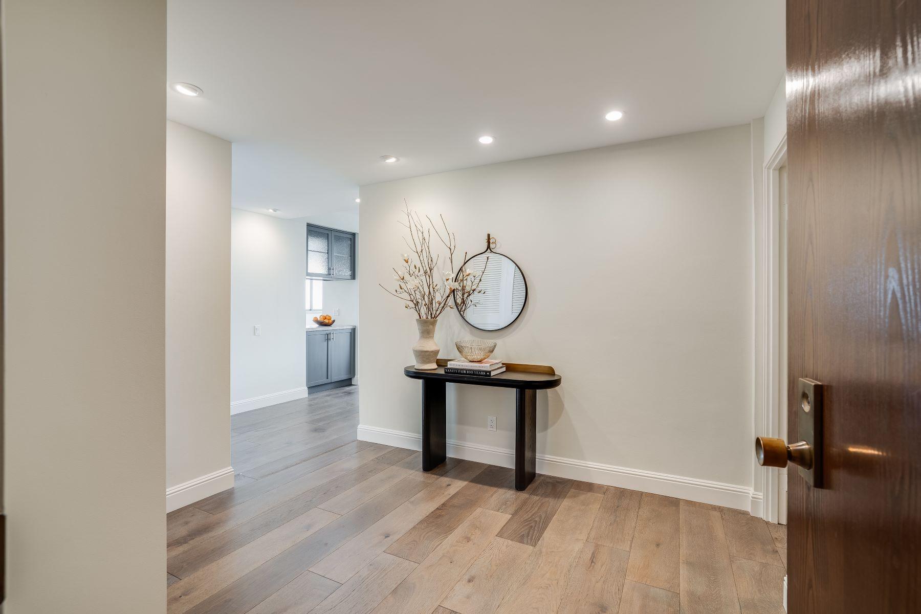 Condominiums 为 销售 在 Luxury Condo in San Mateo Park! 50 Mounds Road #206 圣马特奥市, 加利福尼亚州 94402 美国