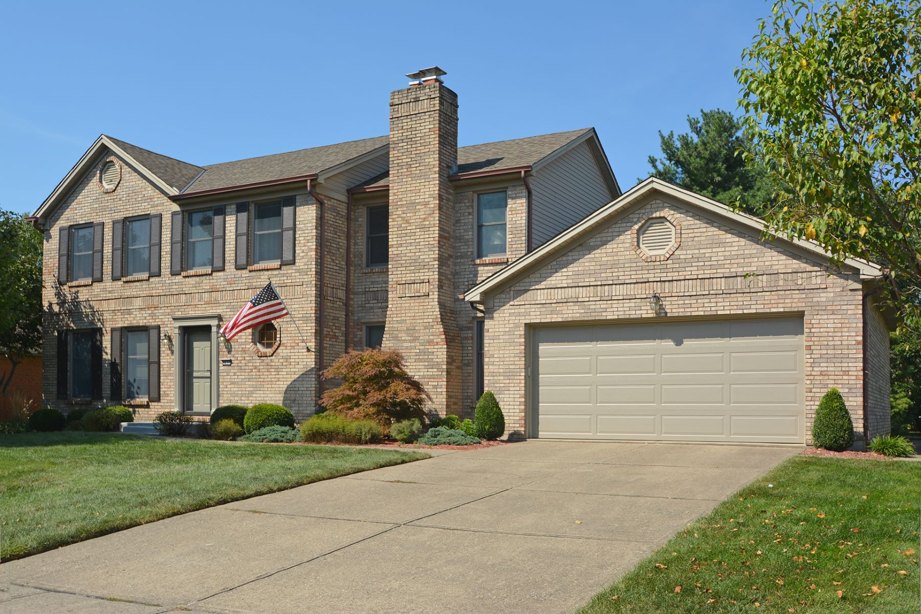 Single Family Homes 为 销售 在 Excellent Location in popular Anderson Township 8072 Pineterrace Drive Anderson, 俄亥俄州 45255 美国