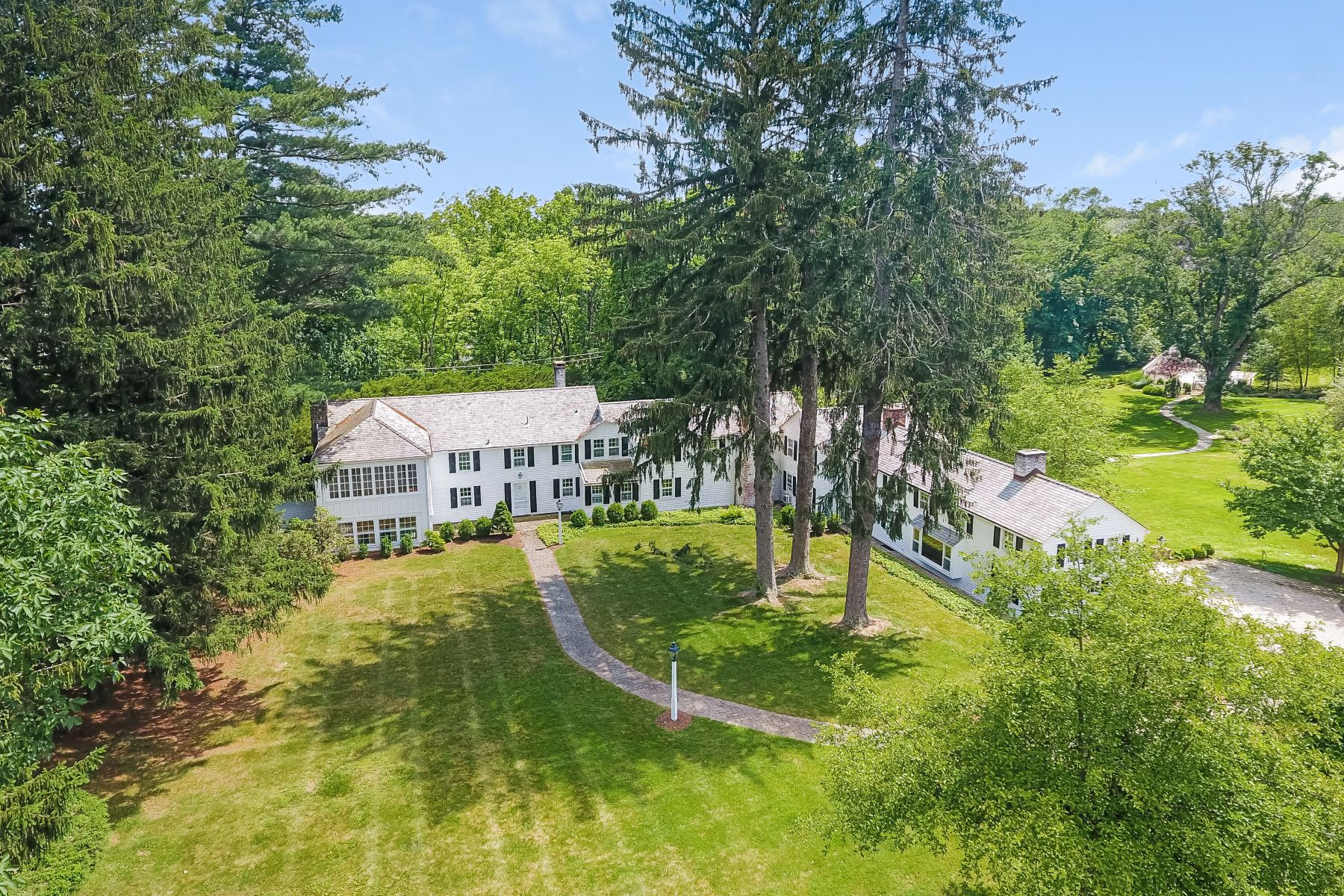 Casa Unifamiliar por un Venta en Beautifully Appointed 500 Old Chester Road Chester, Nueva Jersey 07930 Estados UnidosEn/Alrededor: Chester Township