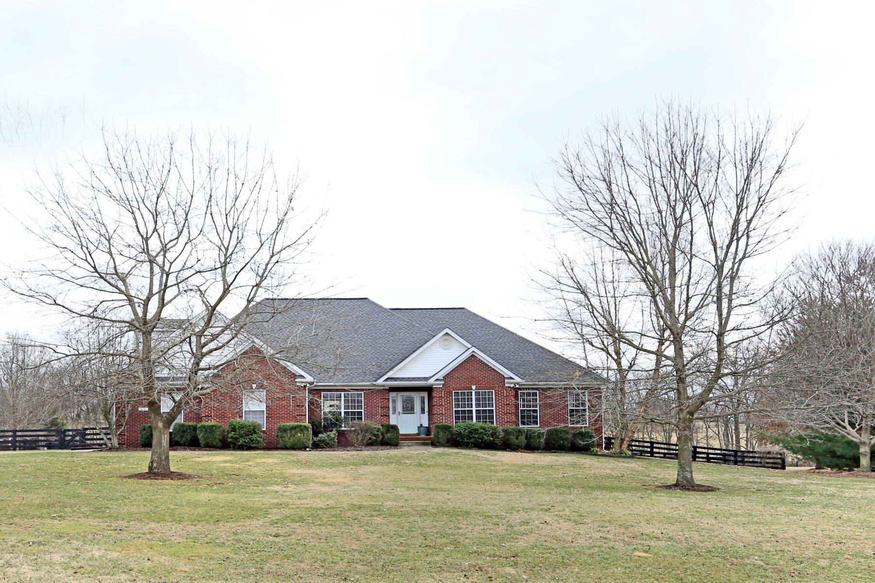 Single Family Home for Sale at 809 Lakeview Drive 809 Lakeview Drive Versailles, Kentucky 40383 United States