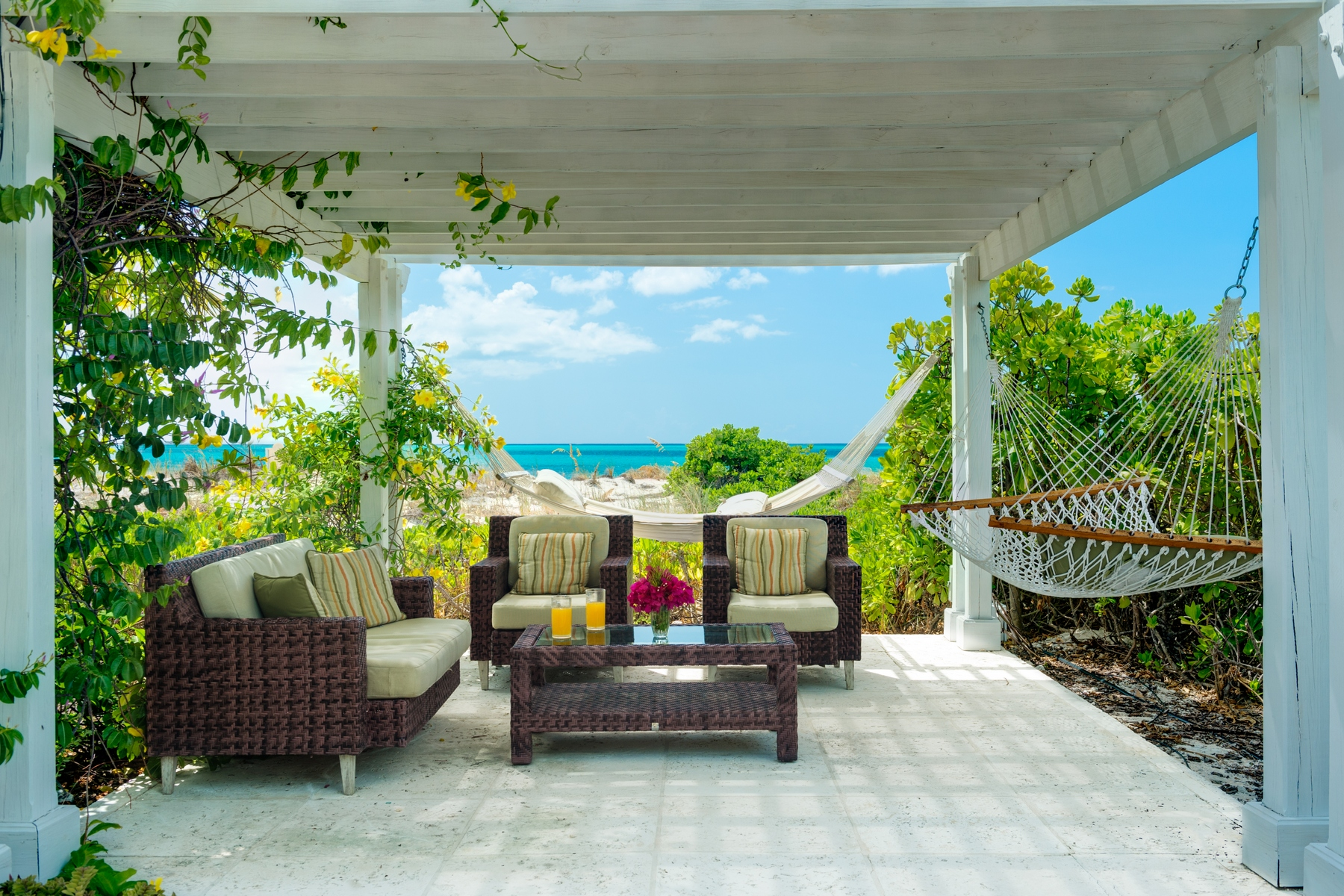 Additional photo for property listing at The Grandview on Grace Bay - Suite 202 Grace Bay, Providenciales Îles Turques Et Caïques