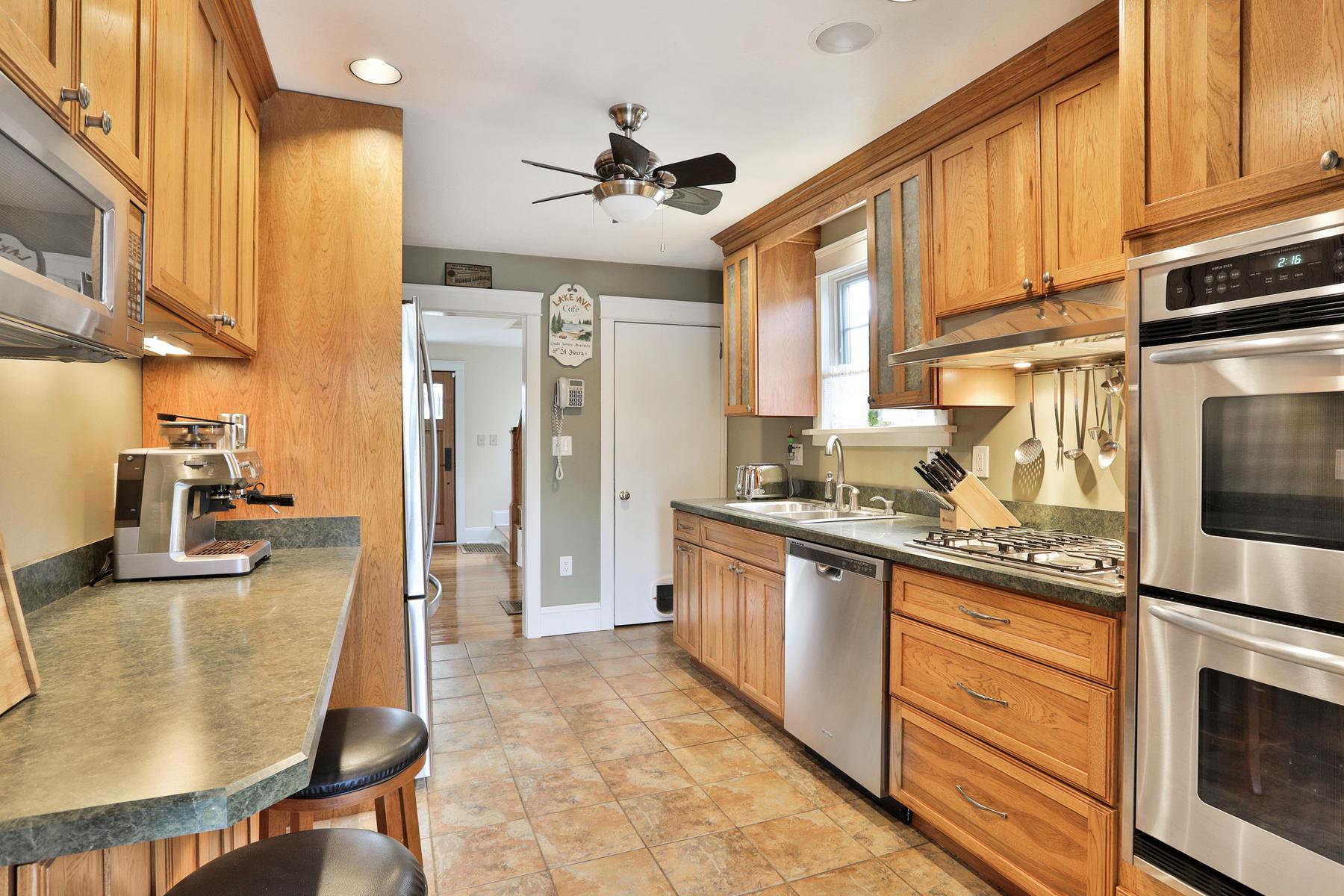 단독 가정 주택 용 매매 에 Live Charming 55 Lake Avenue, Fair Haven, 뉴저지, 07704 미국