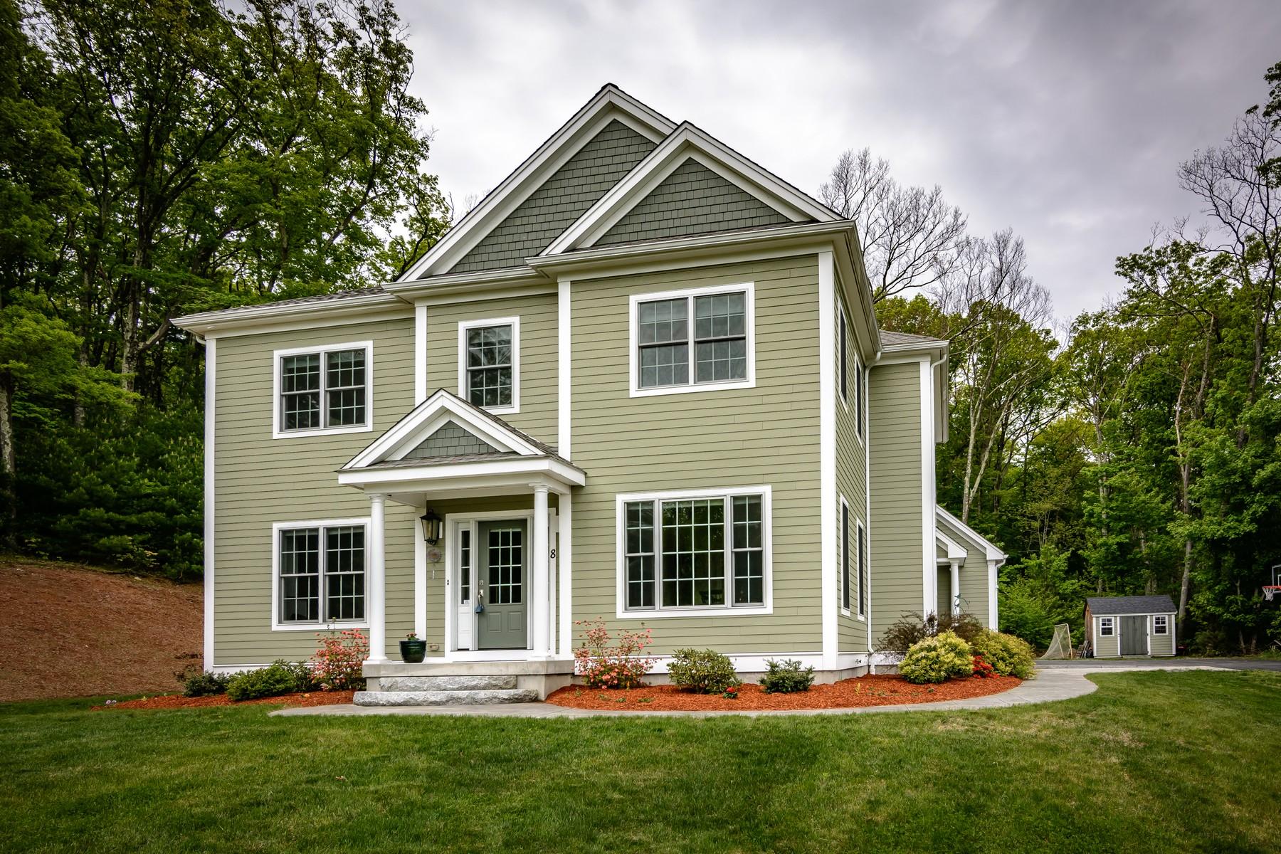 Single Family Homes 为 销售 在 Beautiful Custom Built Farmhouse Colonial 8 Brendan Drive, 格拉夫顿, 马萨诸塞州 01519 美国