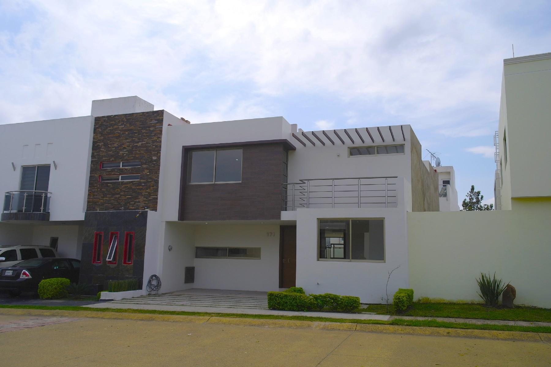 Single Family Homes 용 매매 에 Residencia en Valle Imperial, Coto Sueco Jardines de Versalles 171 Coto Sueco Zapopan, Jalisco 45134 멕시코