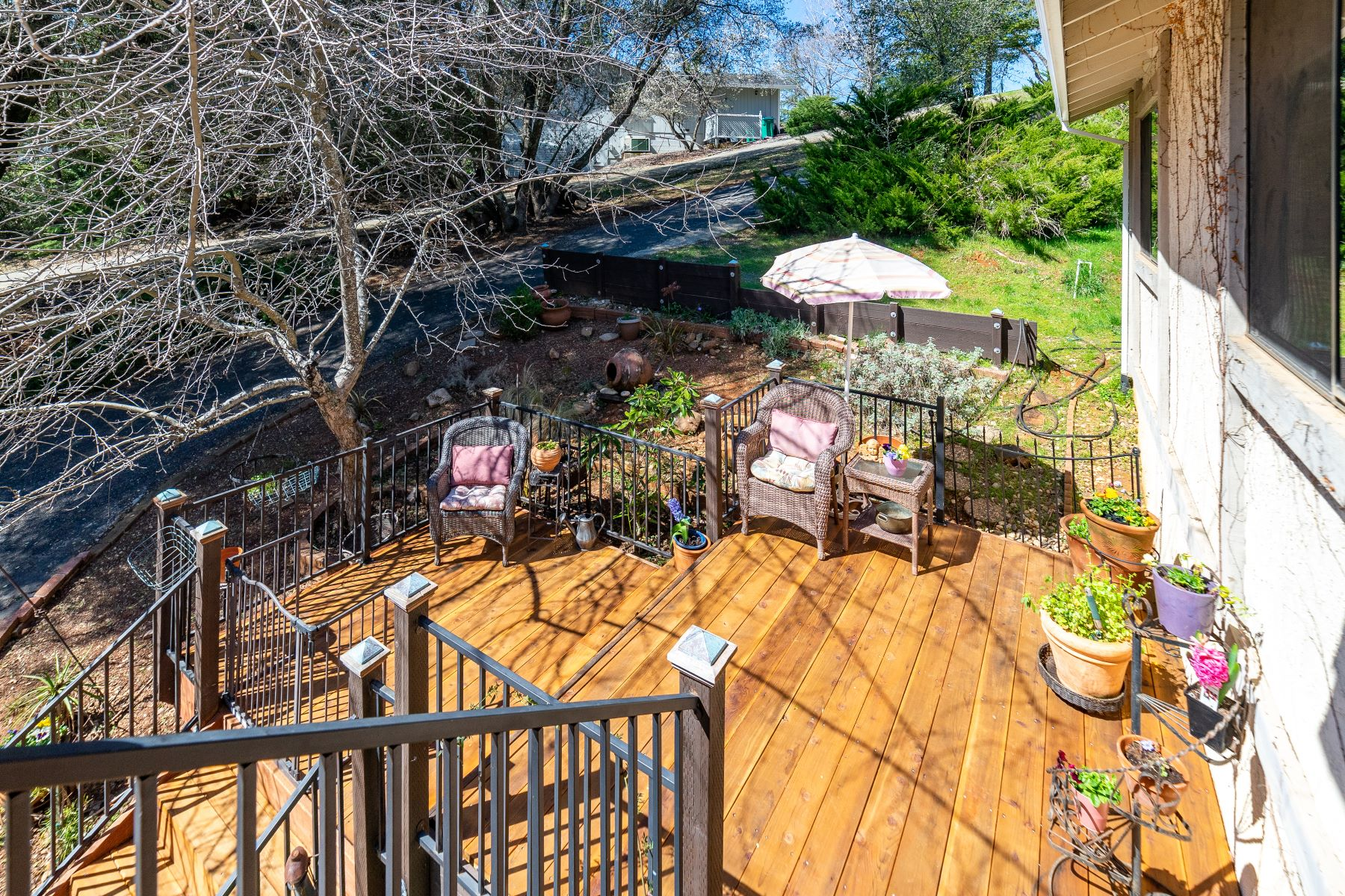 Additional photo for property listing at Beautifully Updated Home In The Country Among All The Trees and Outcroppings 25139 Long Court Auburn, California 95602 United States