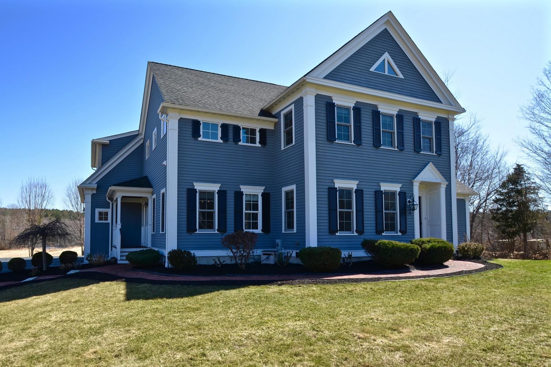 Single Family Homes 为 销售 在 Custom Pristine Colonial 48 Adams Rd 格拉夫顿, 马萨诸塞州 01536 美国