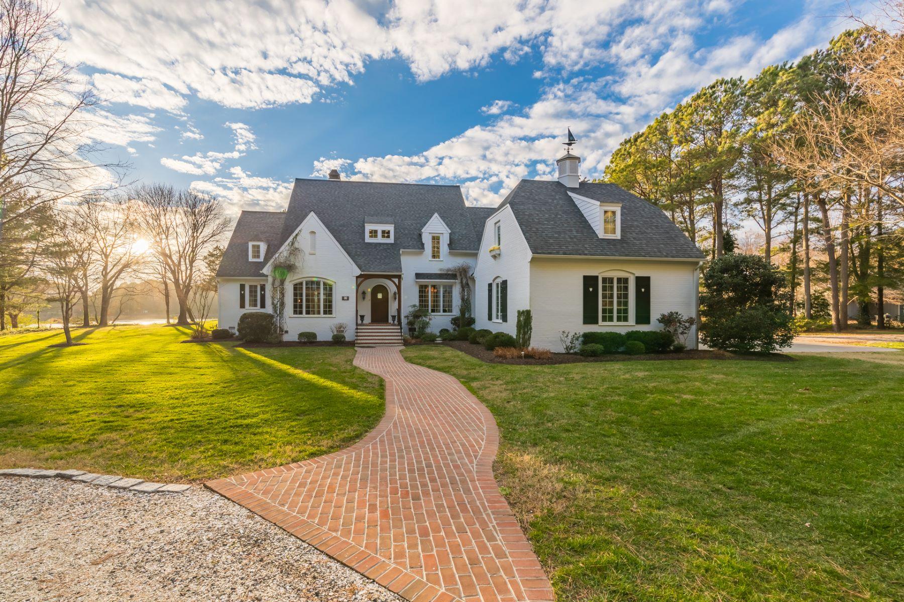 single family homes pour l Vente à 8448 Creek Street Franktown, Virginia 23354 États-Unis