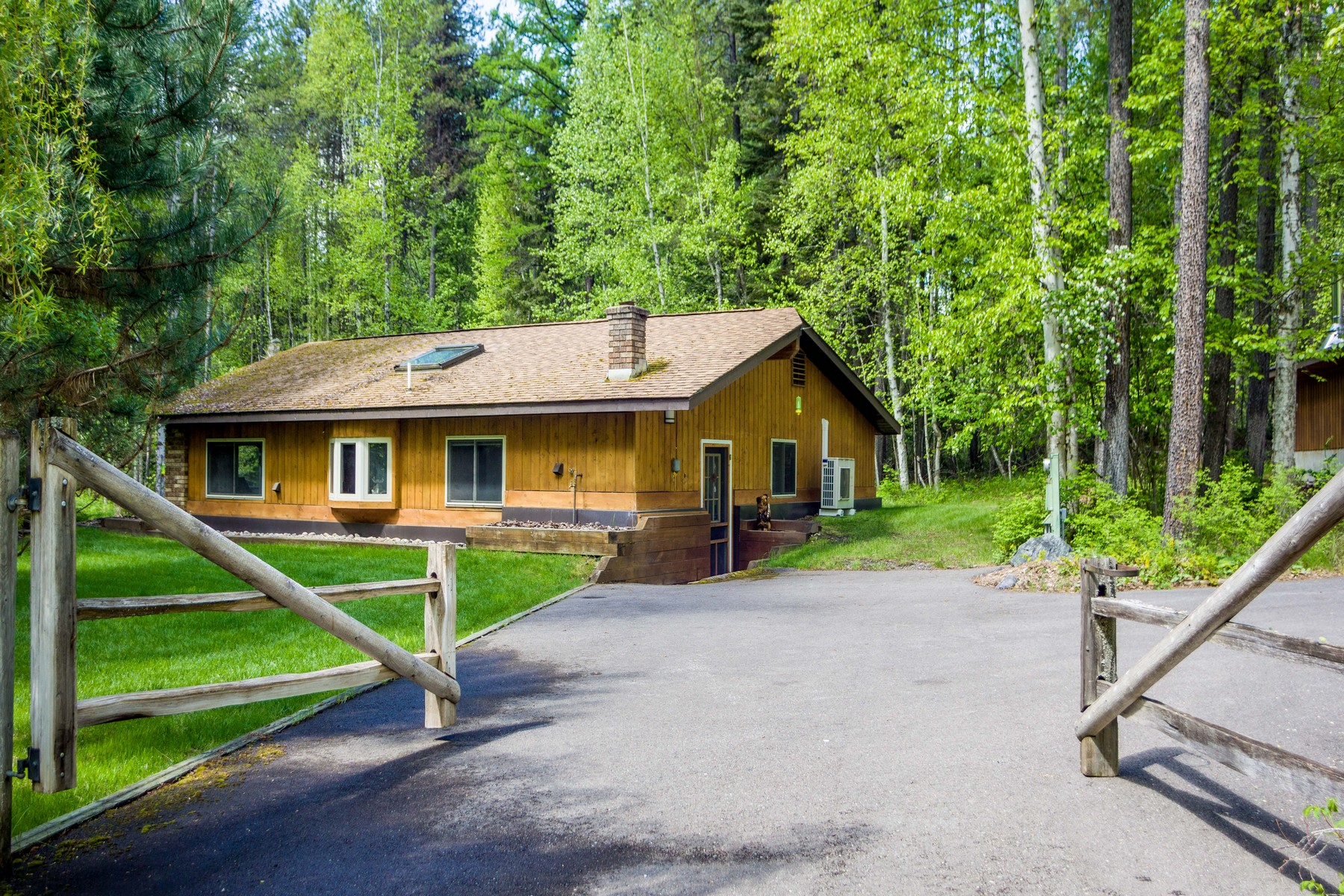 Single Family Home for Sale at 40 Lazy Swan Ln , Bigfork, MT 59911 40 Lazy Swan Ln Bigfork, Montana 59911 United States