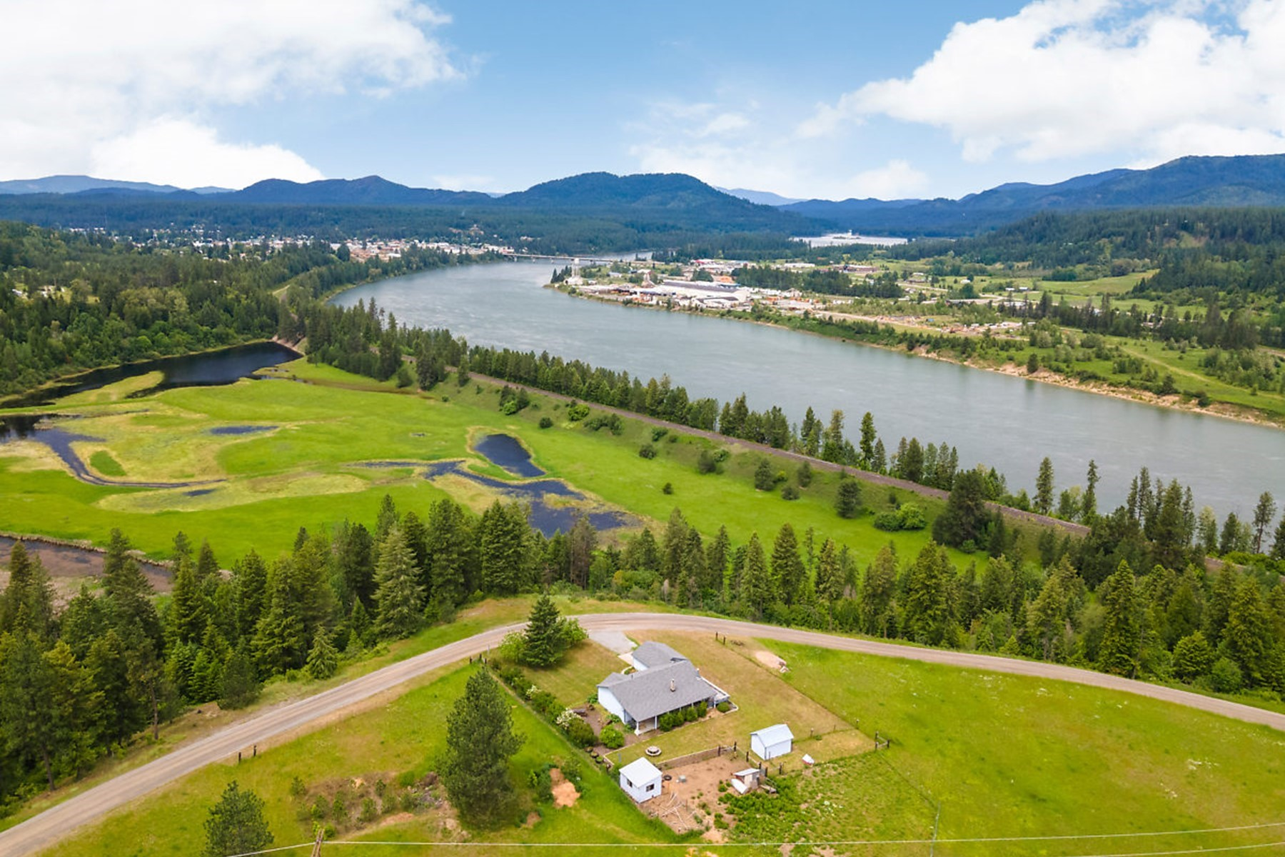 Single Family Homes للـ Sale في Peaceful North Idaho Living 581 Blackthorn Rd., Oldtown, Idaho 83822 United States