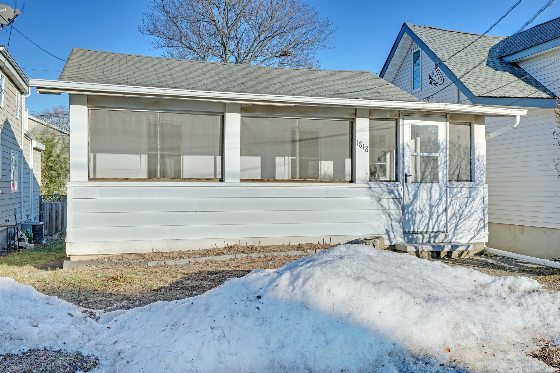 Частный односемейный дом для того Продажа на Summer Getaway or Starter Home 1818 Laurel Terrace, Lake Como, Нью-Джерси, 07719 Соединенные Штаты