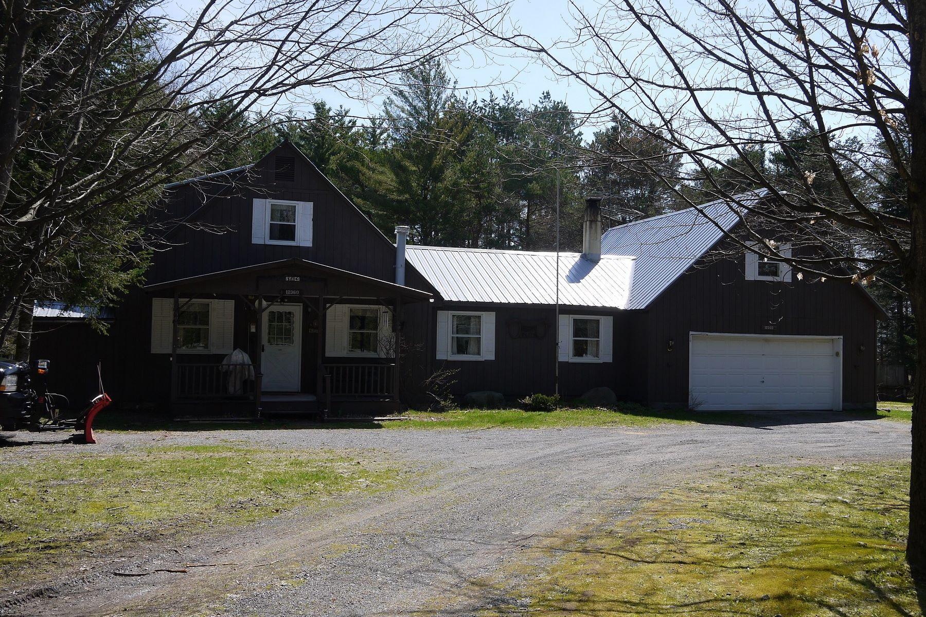 Частный односемейный дом для того Продажа на A growing family's dream home sits right outside the Adirondack Park 12360 NYS Route 28 Woodgate, Нью-Йорк 13494 Соединенные Штаты