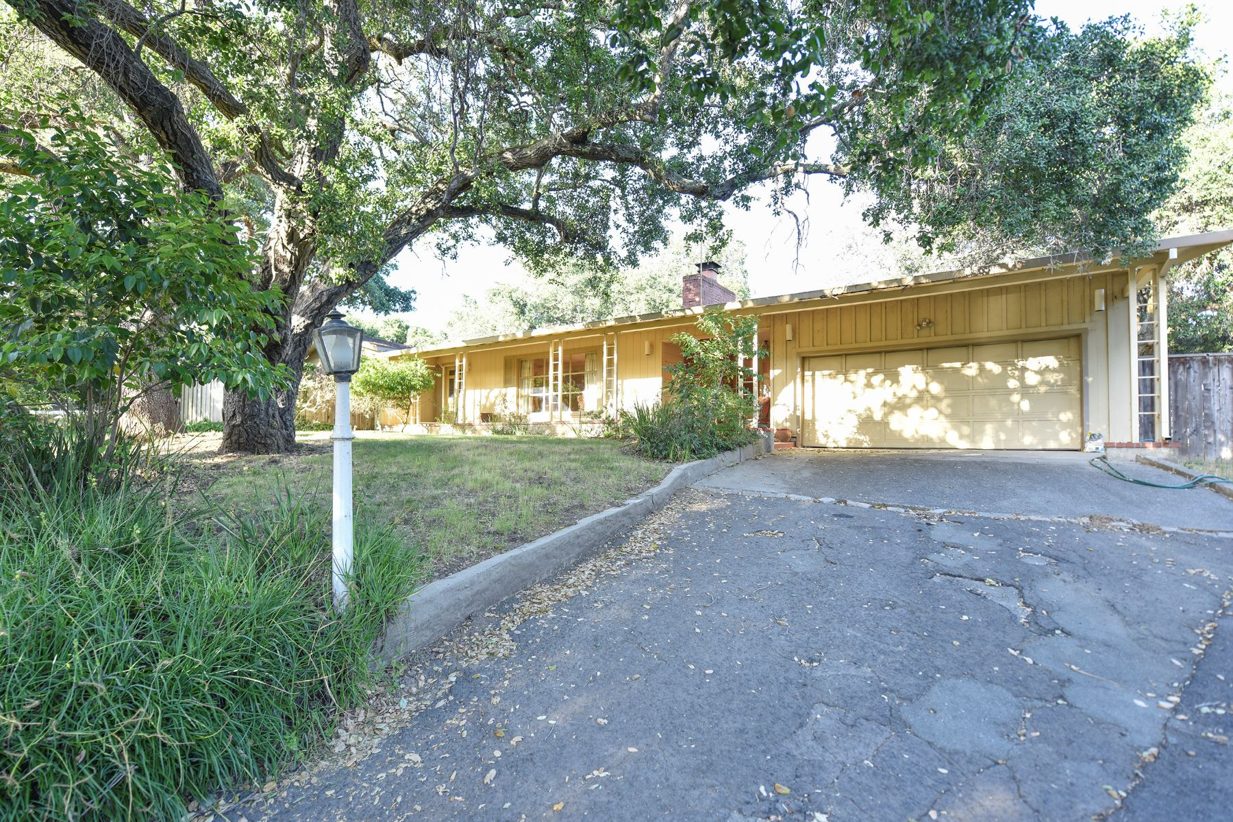 Moradia para Venda às An Inspiring Home in Montecito Heights 77 El Nido Drive Napa, Califórnia, 94559 Estados Unidos