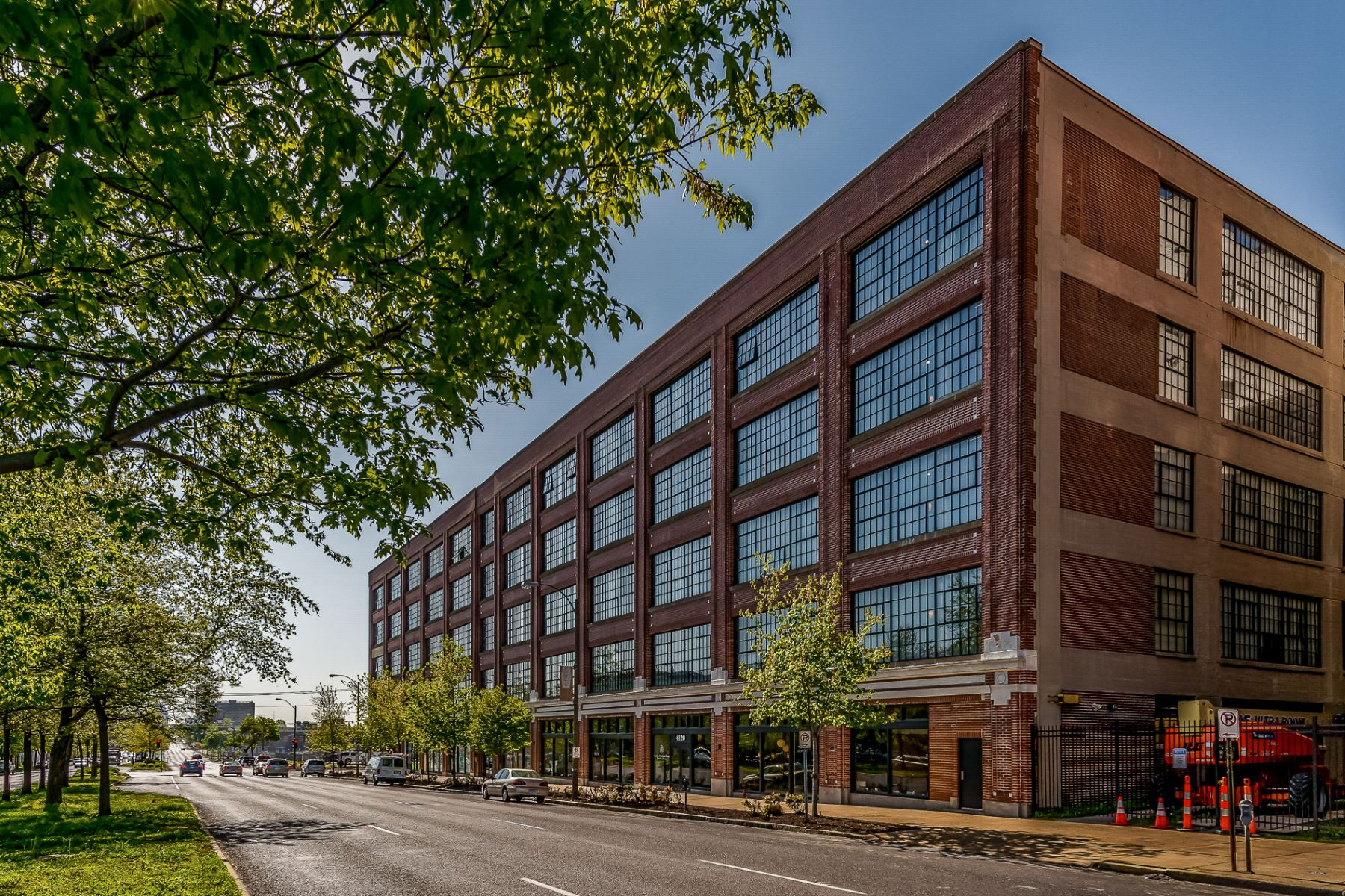 Condominium for Sale at West End Lofts 4100 Forest Park Avenue # 412 St. Louis, Missouri 63108 United States