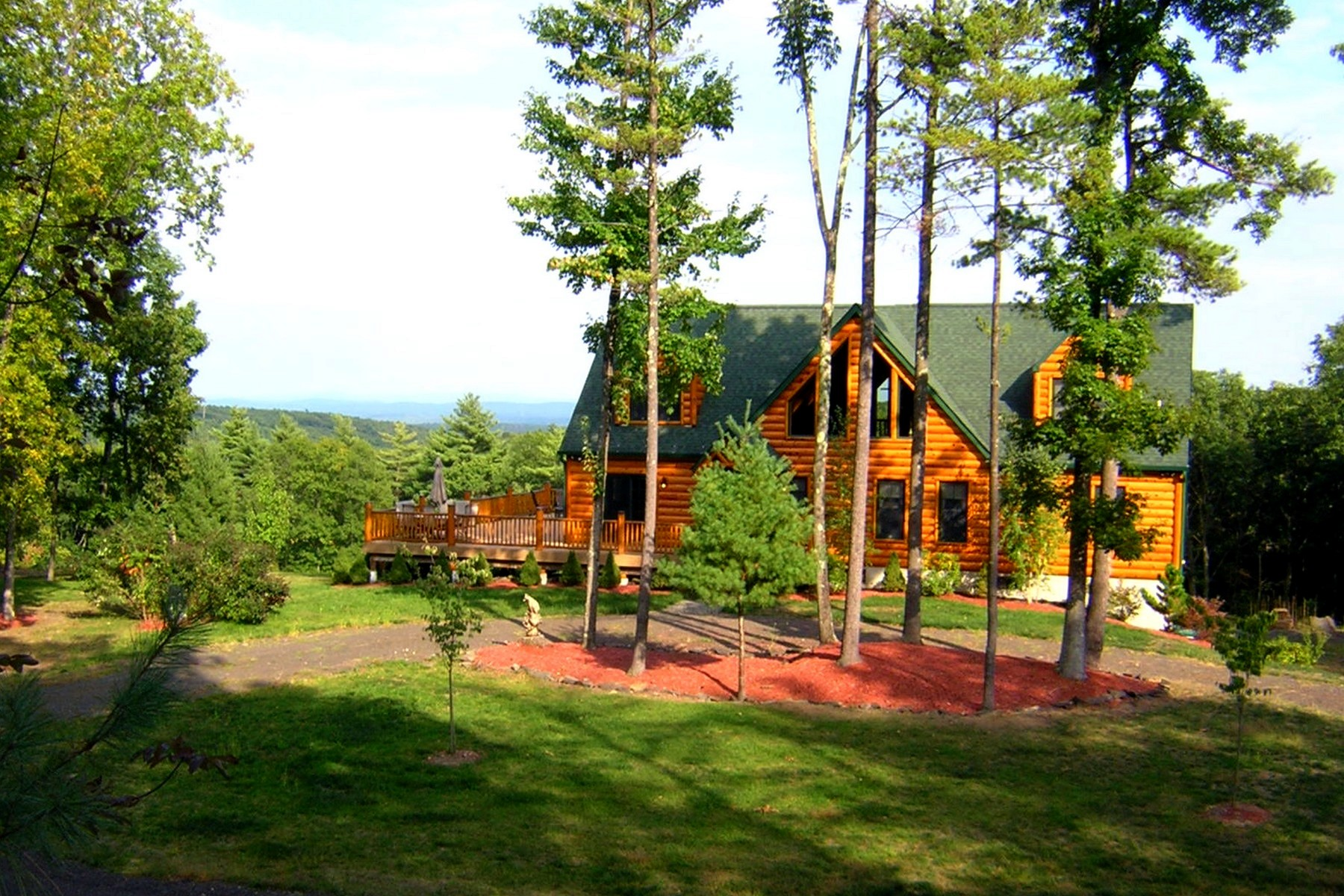Maison unifamiliale pour l Vente à Serene Mountaintop Setting 251 East Ridge Drive Kingston, New York 12401 États-Unis