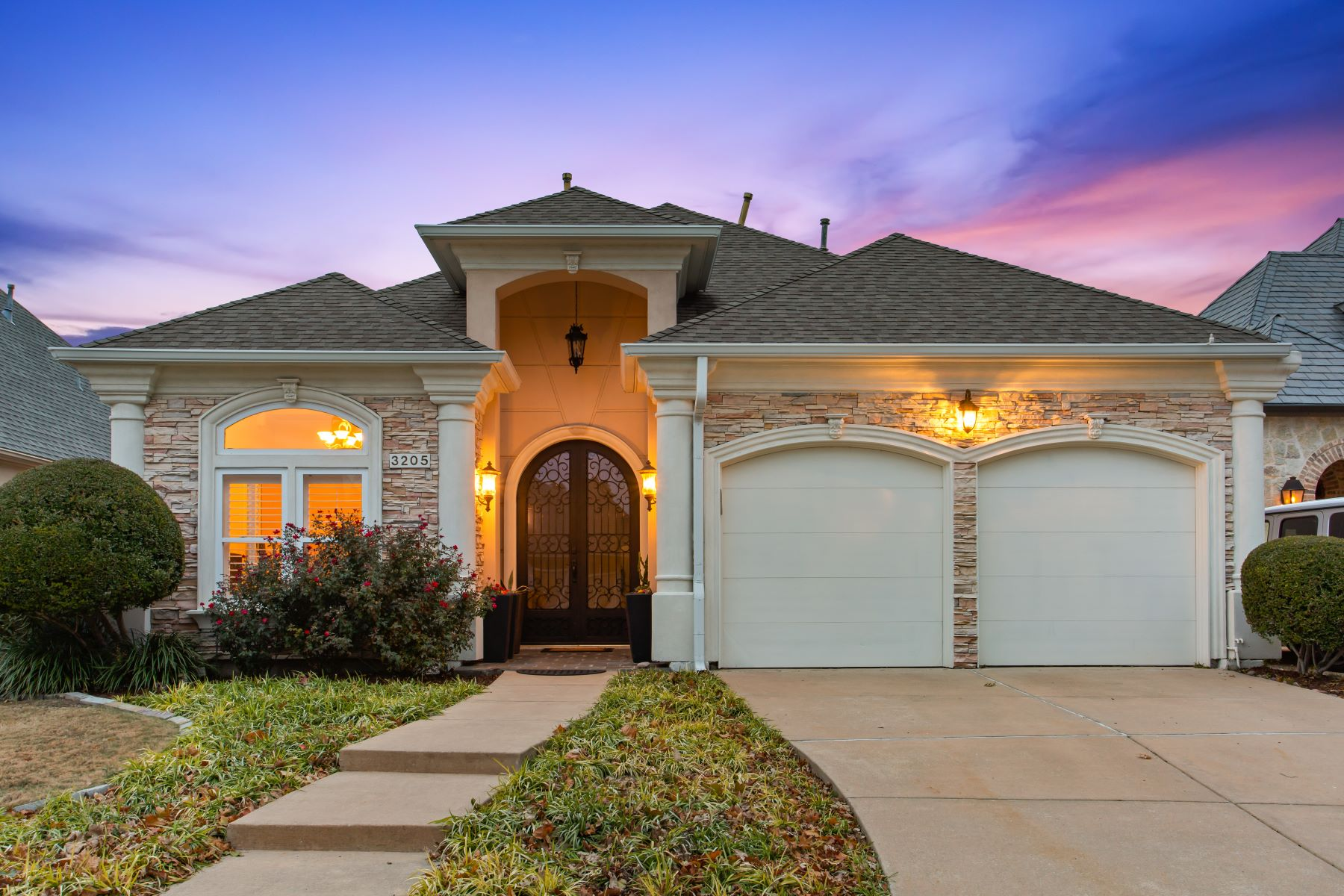 Single Family Homes for Sale at 3205 Oak Arbor, Plano 3205 Oak Arbor Drive Plano, Texas 75093 United States