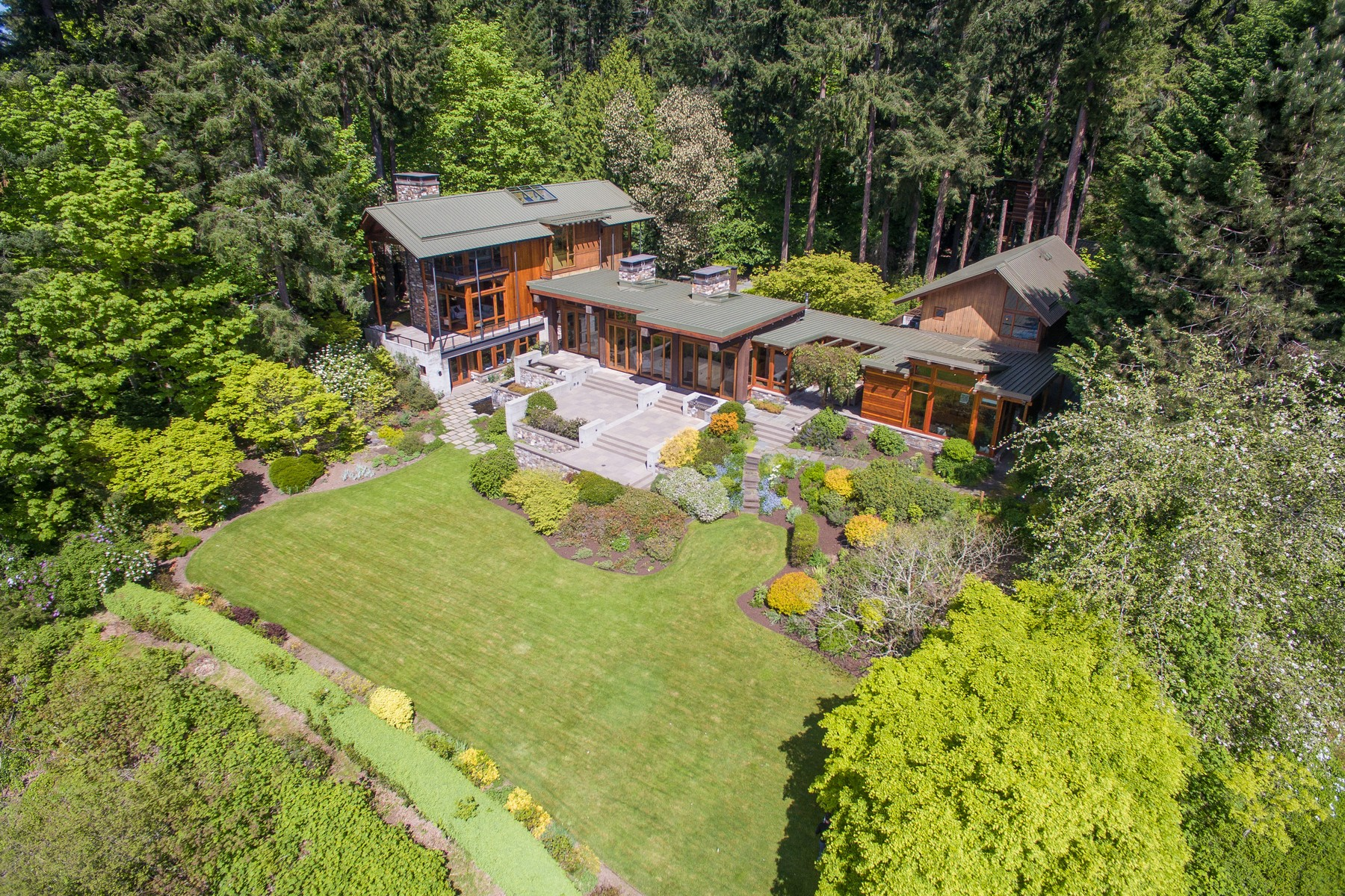 Casa Unifamiliar por un Venta en Picturesque waterfront estate 8888 Res5/3 Undisclosed Bainbridge Island, Washington 98110 Estados Unidos