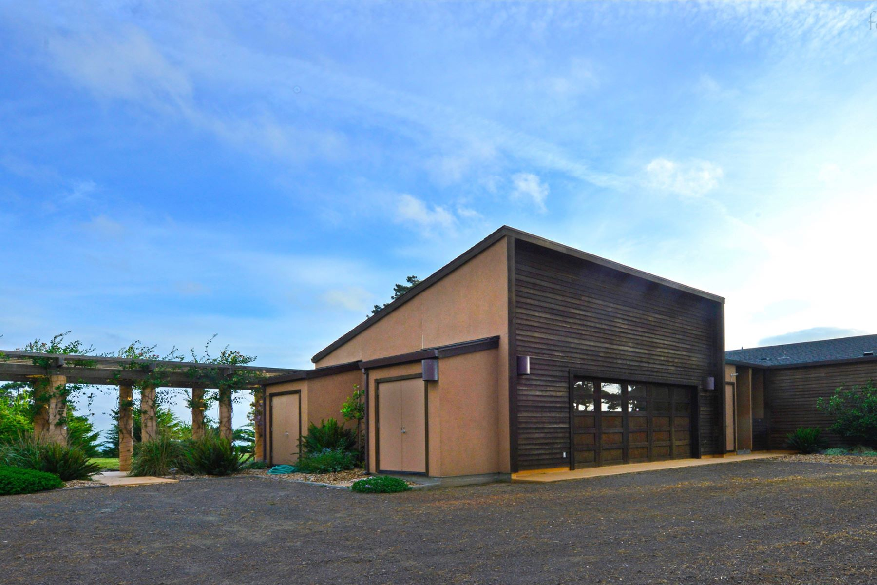 Additional photo for property listing at Vaulted Vistas 2200 North Highway One Albion, California 95410 United States