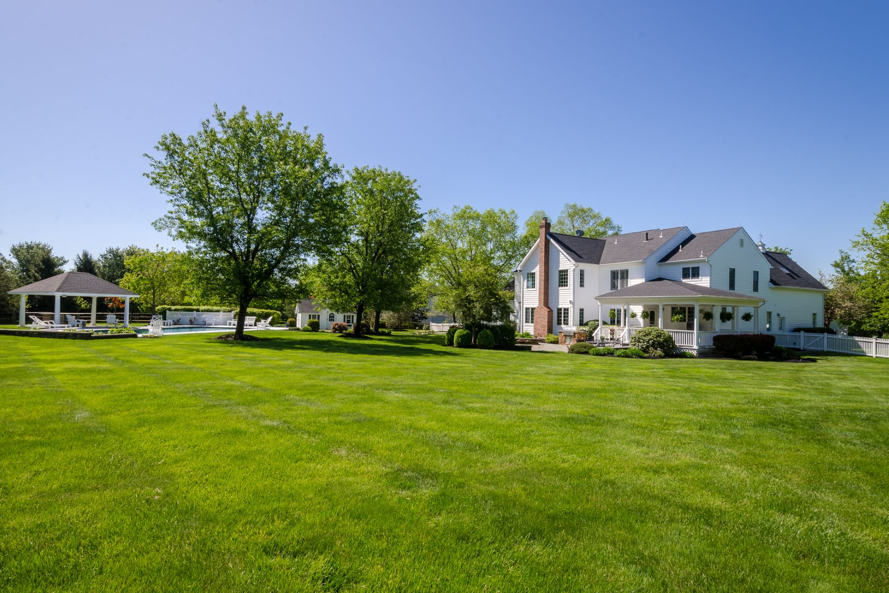 Additional photo for property listing at Nantucket Style At Every Turn 37 Blue Heron Way, Skillman, New Jersey 08558 United States