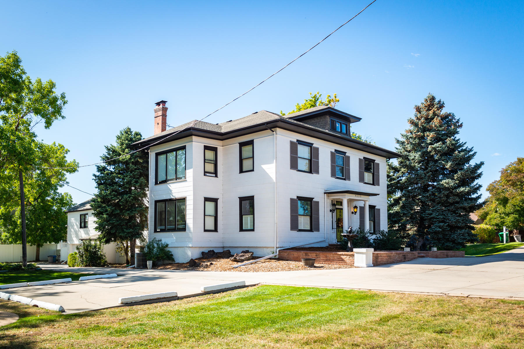 Single Family Homes のために 売買 アット Rare opportunity to own a truly unique property just west of downtown Littleton 4080 W Bowles Ave. Littleton, コロラド 80123 アメリカ