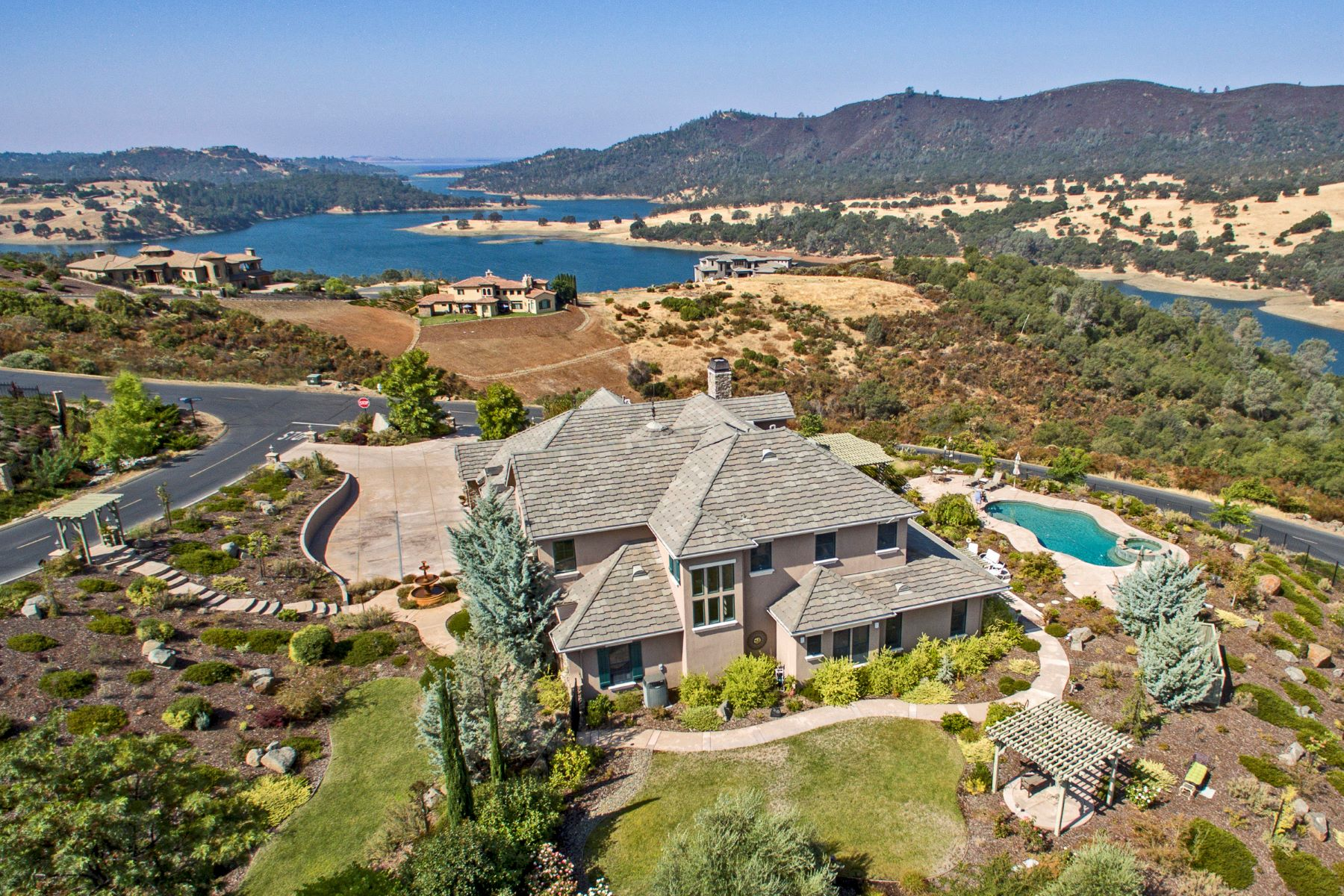 Частный односемейный дом для того Продажа на Extraordinary Resort-like Country French Estate with breathtaking lake views 2011 Chateau Montelana Drive El Dorado Hills, Калифорния 95762 Соединенные Штаты