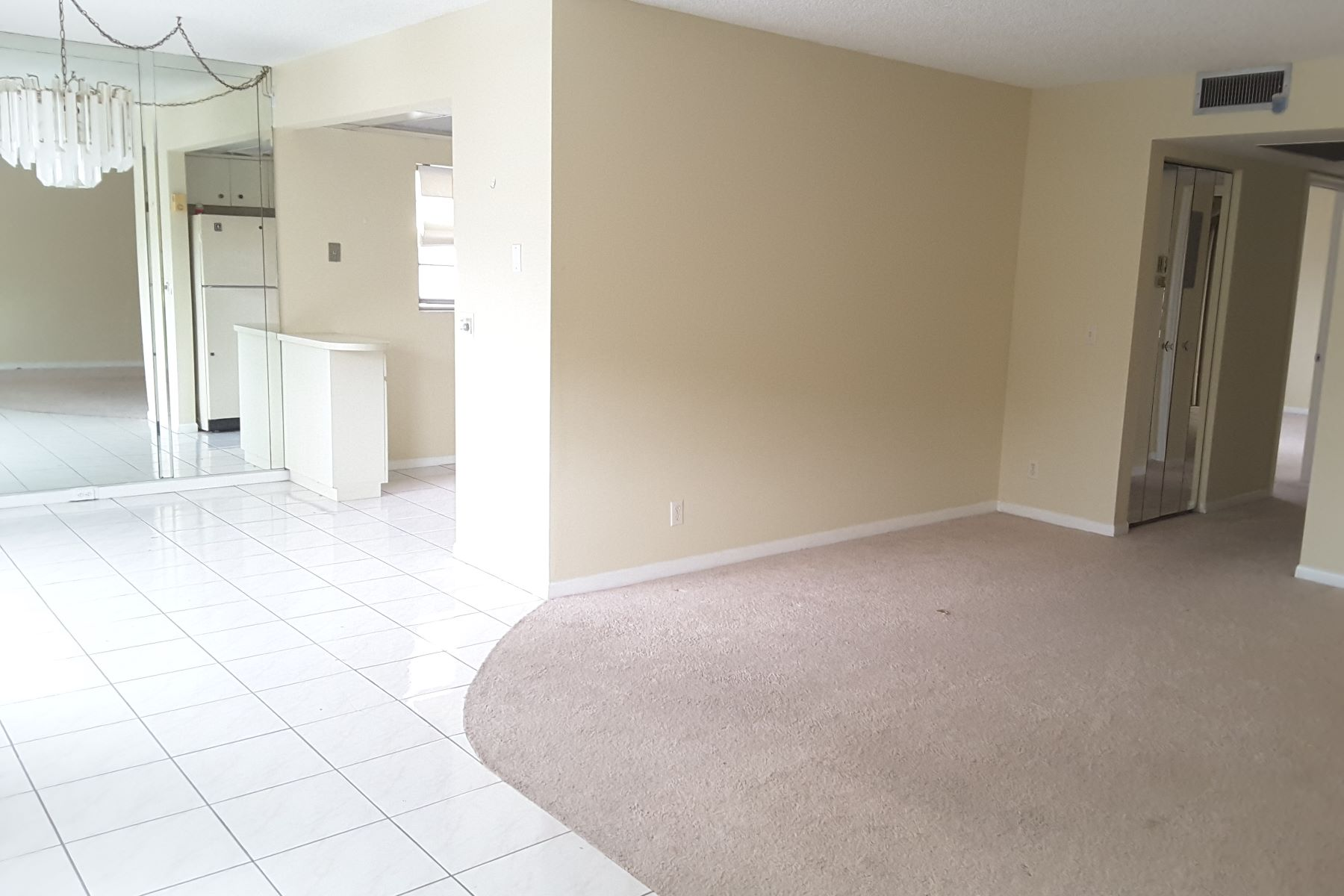 Condomínio para Venda às 800 SW 131 AVE # 201F Pembroke Pines, Florida, 33027 Estados Unidos