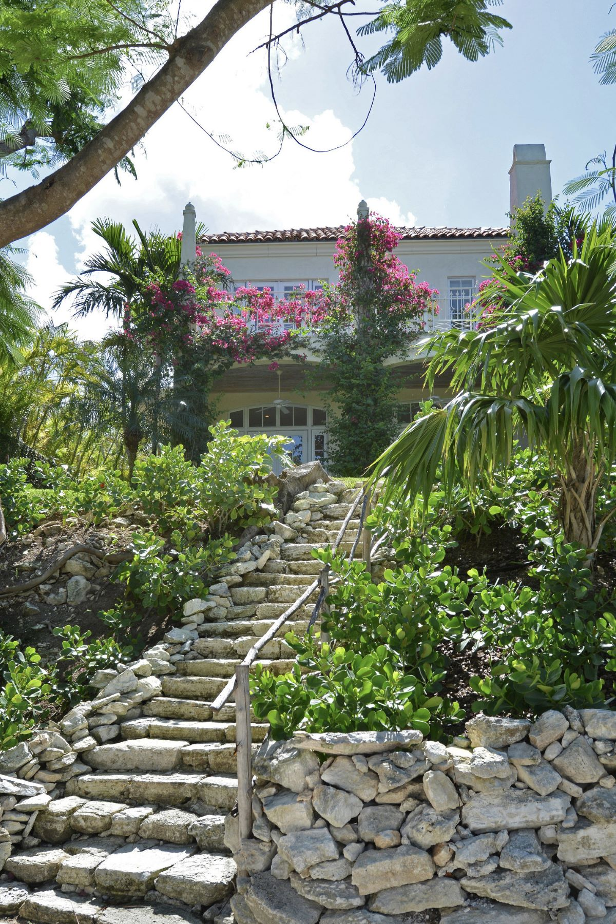 Additional photo for property listing at Dilly House, #5 Ridgetop Old Fort Bay, Nassau And Paradise Island Bahamas