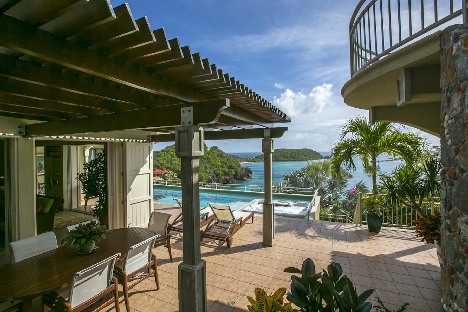 Single Family Homes por un Venta en Latitude Villa 15A-7-13 Rendezvous & Ditleff St John, Virgin Islands 00830 Islas Virgenes Ee.Uu.