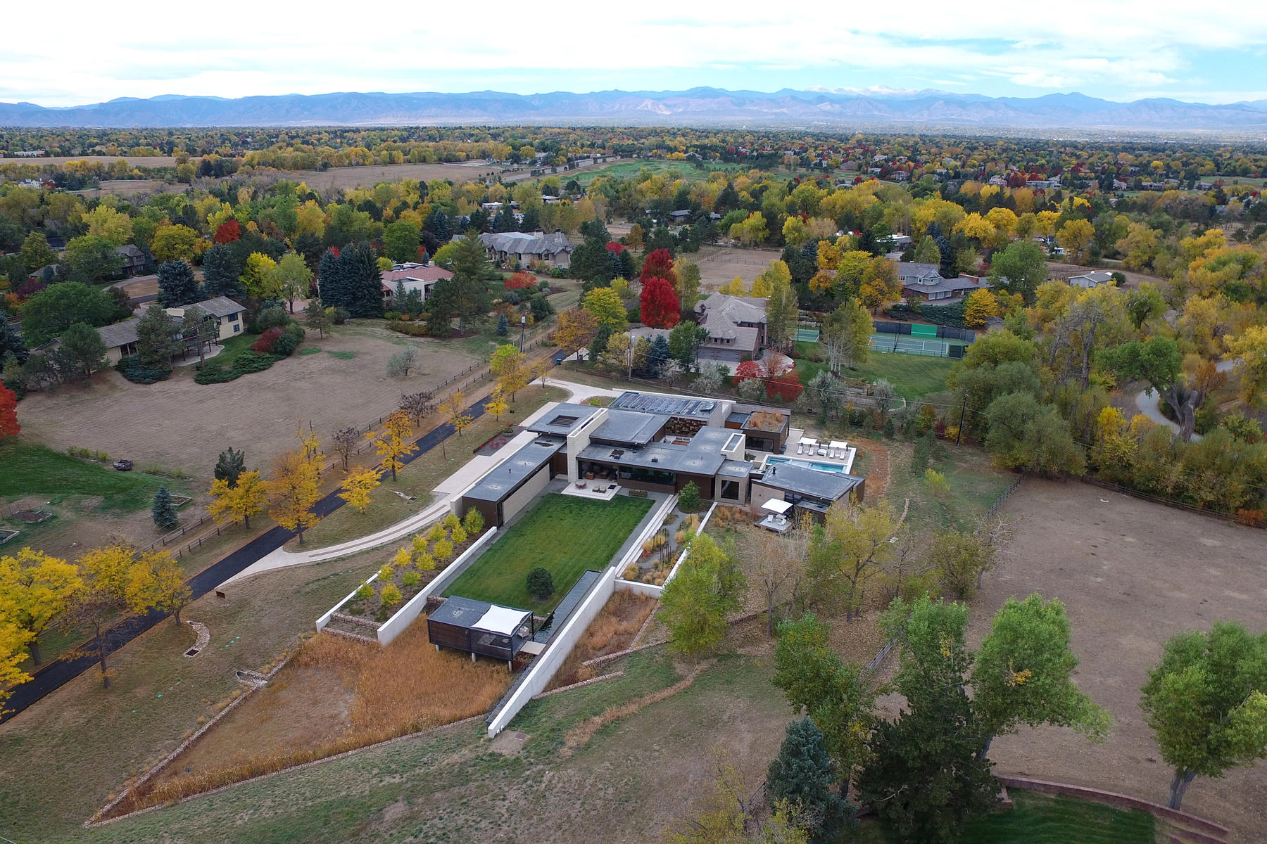 Additional photo for property listing at The Ultimate Modern Estate 3 Countryside Lane Cherry Hills Village, Colorado 80121 United States