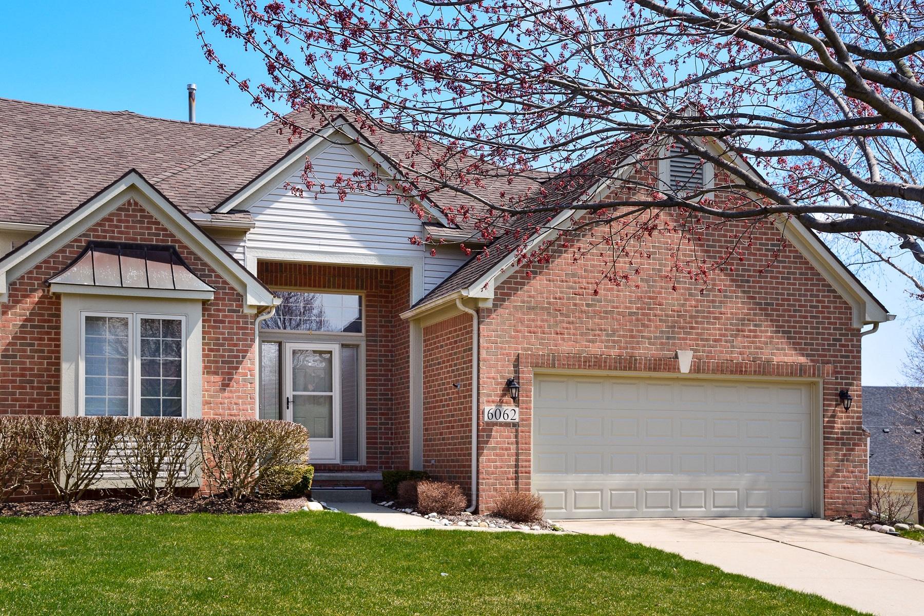Condominiums pour l Vente à Commerce Township 6062 Warwick Drive Commerce Township, Michigan 48382 États-Unis