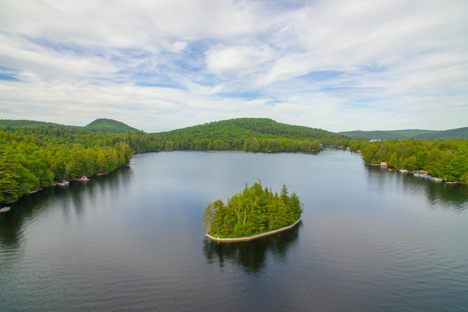 Single Family Homes för Försäljning vid Private Adirondack Island 1 6th Lake Rd., Inlet, New York 13360 Förenta staterna