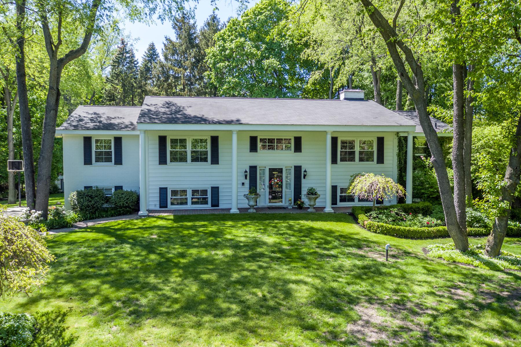 独户住宅 为 销售 在 Bloomfield 4900 Lahser Road 布洛姆费尔德, 密歇根州, 48302 美国