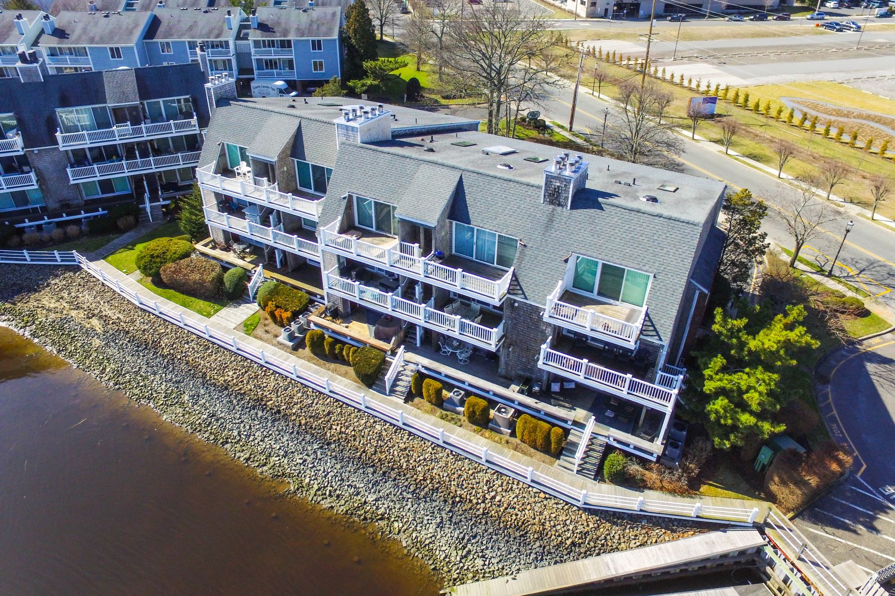 Maison accolée pour l Vente à 104 Harbour Cove Somers Point, New Jersey 08244 États-Unis